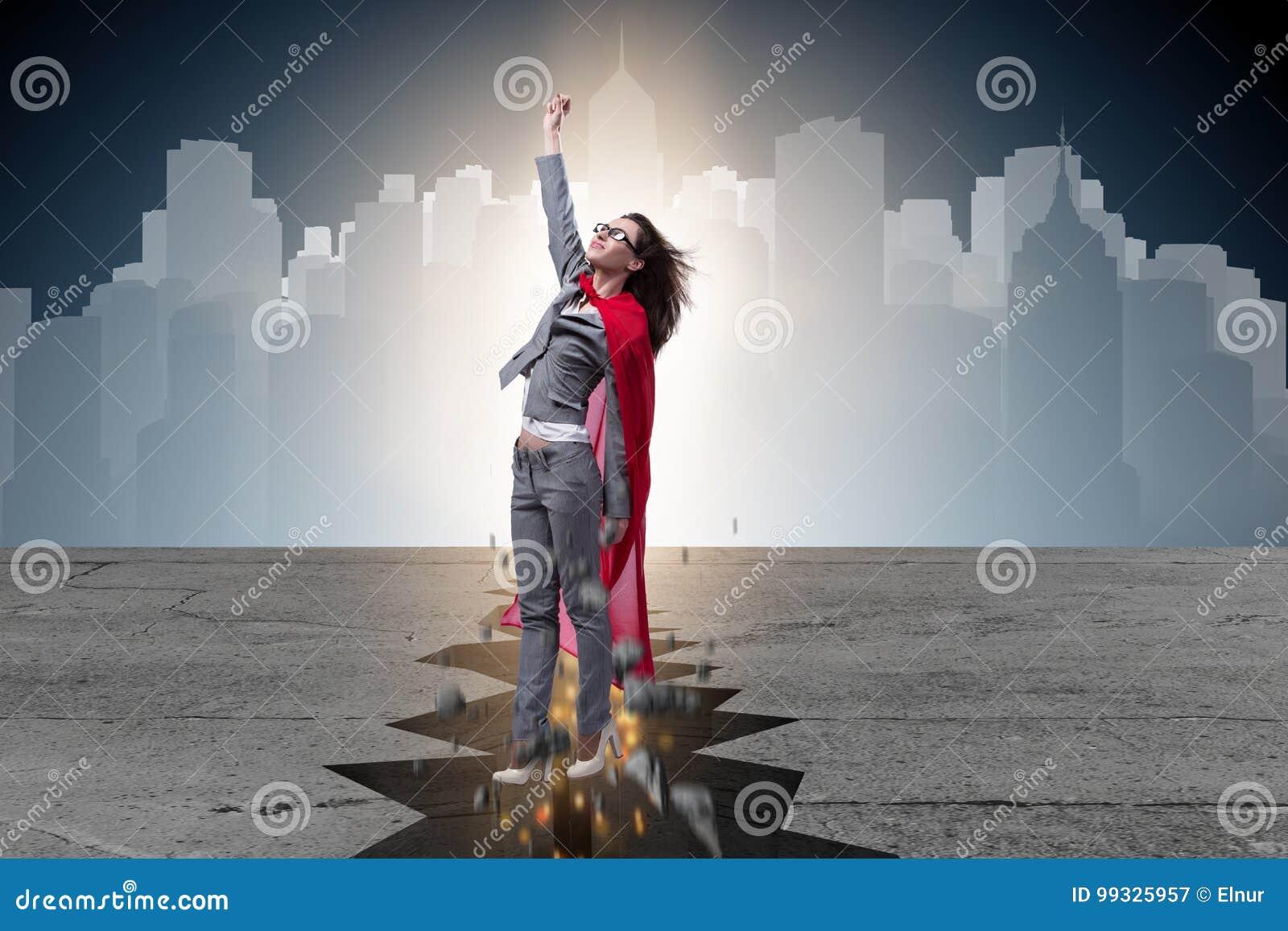 A mulher de negócios do super-herói que escapa da situação difícil