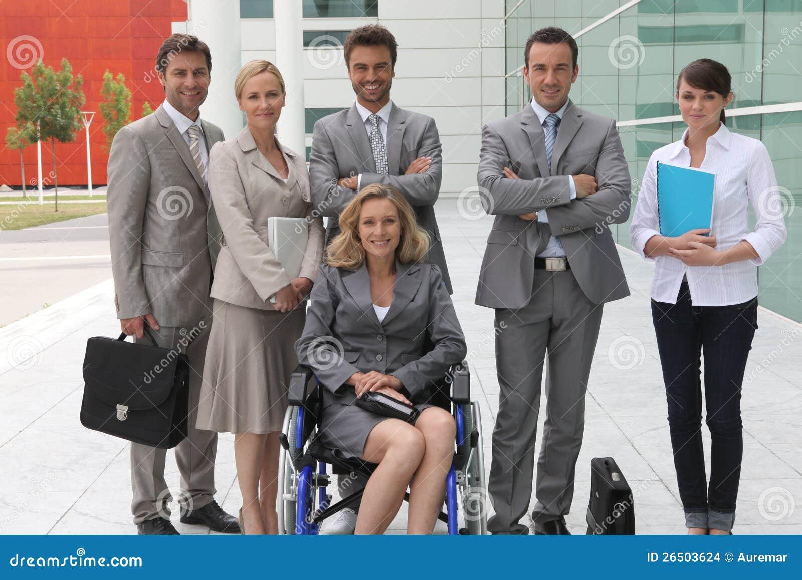 Mulher de negócios na cadeira de rodas
