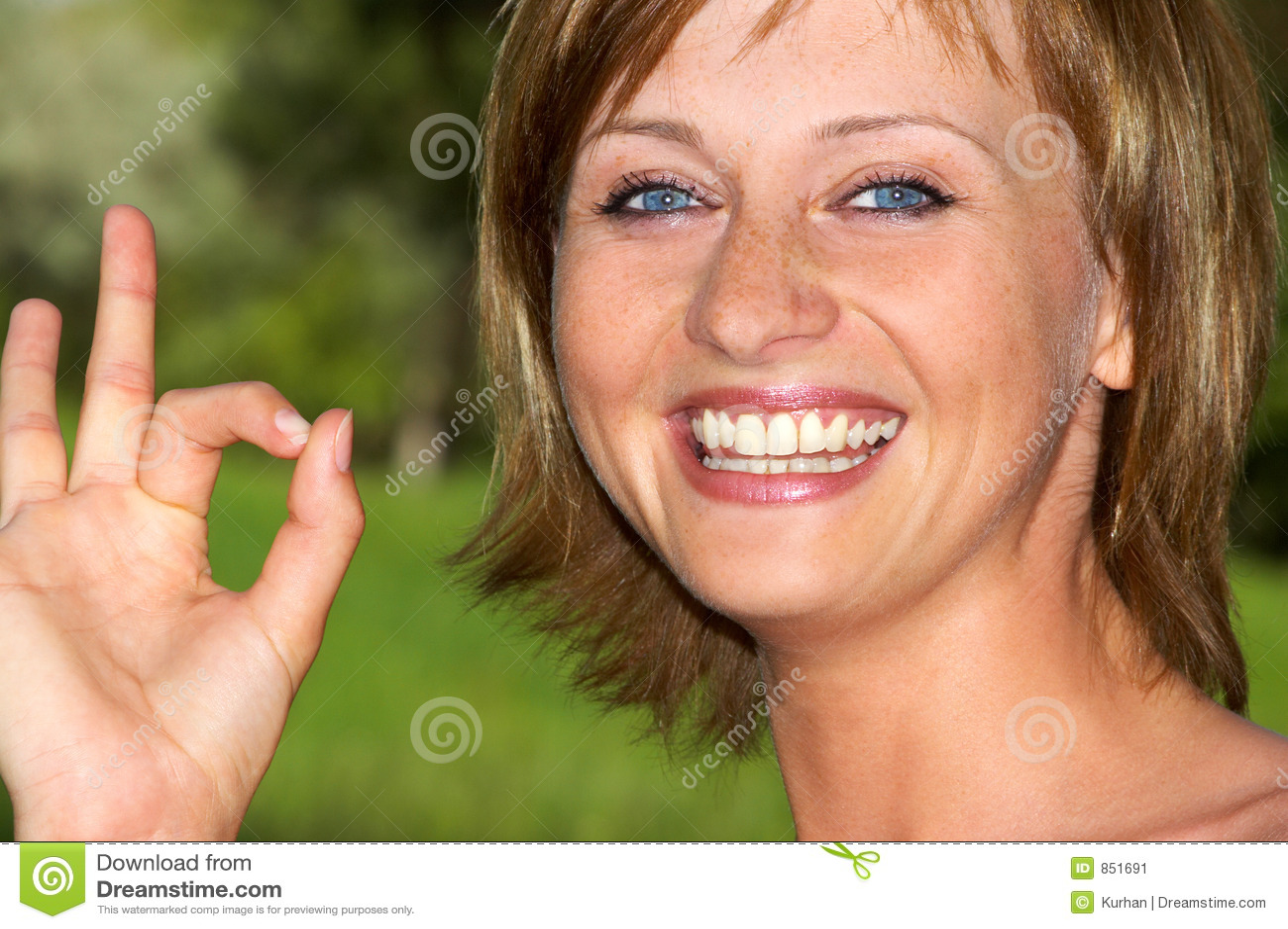 Mulher de sorriso bonita