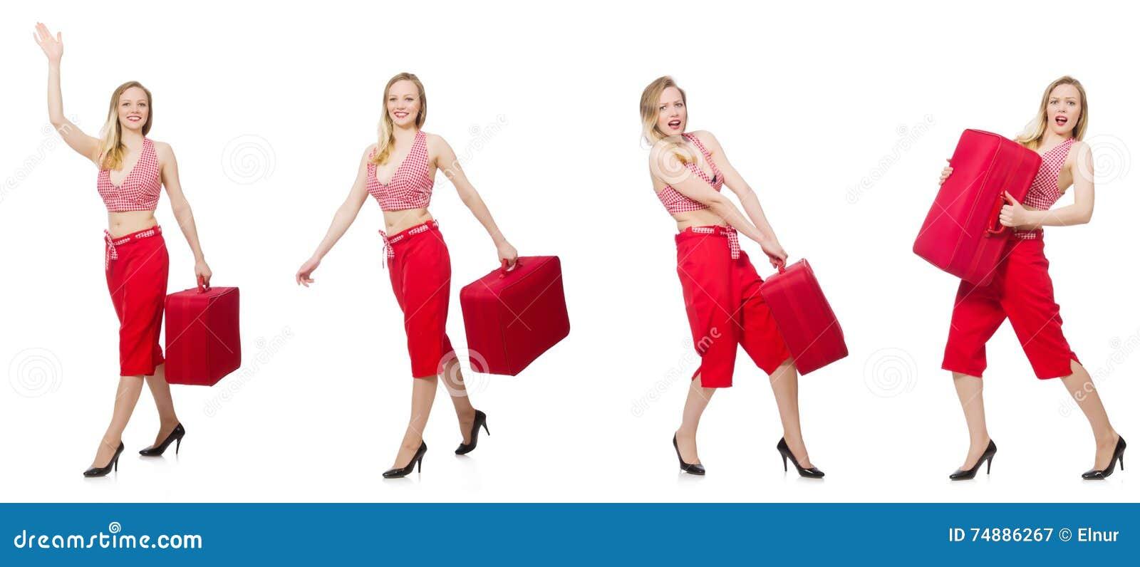 A mulher de viagem com a mala de viagem isolada no branco