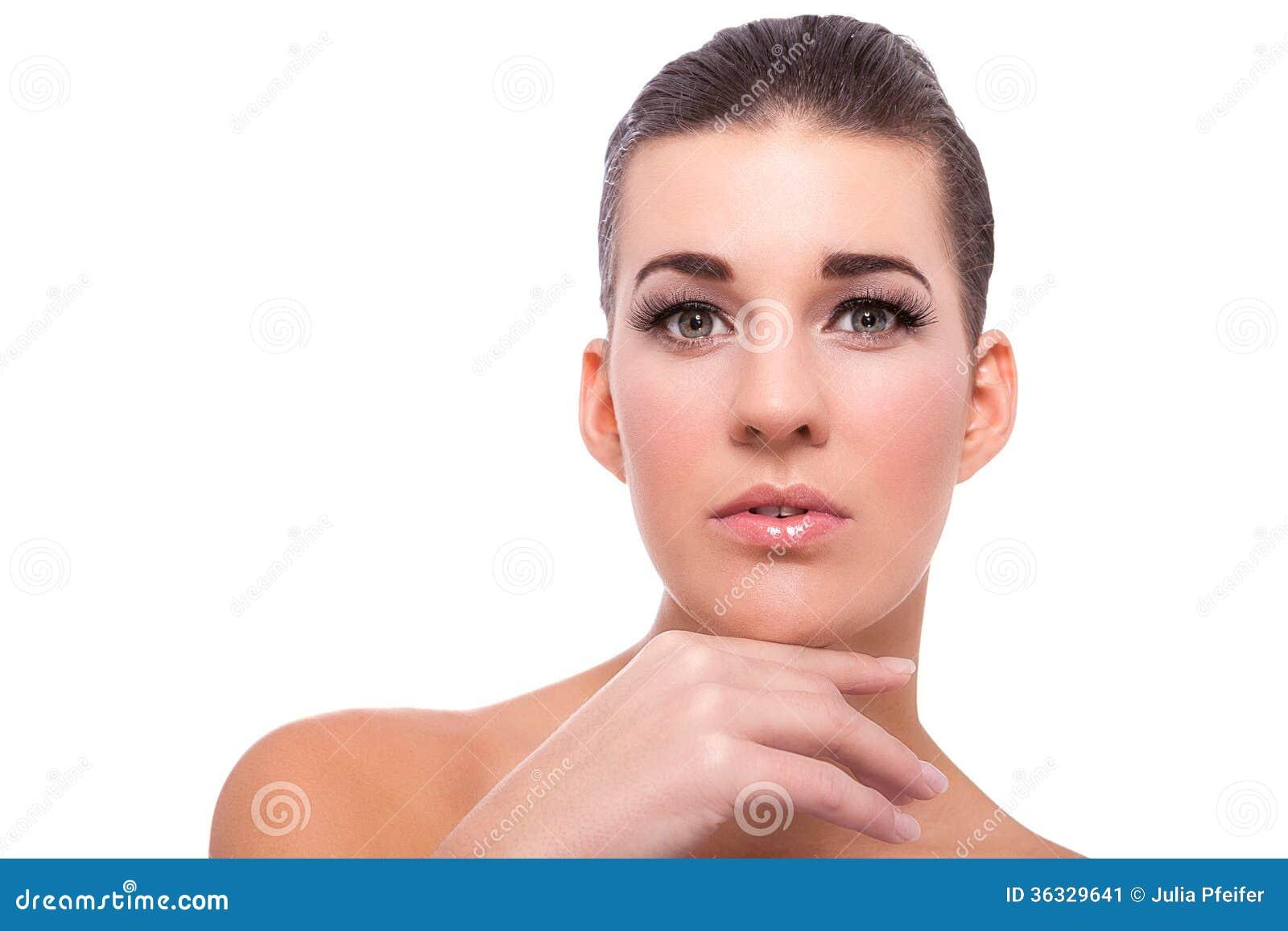 Mulher despida bonita em uma pose pensativa