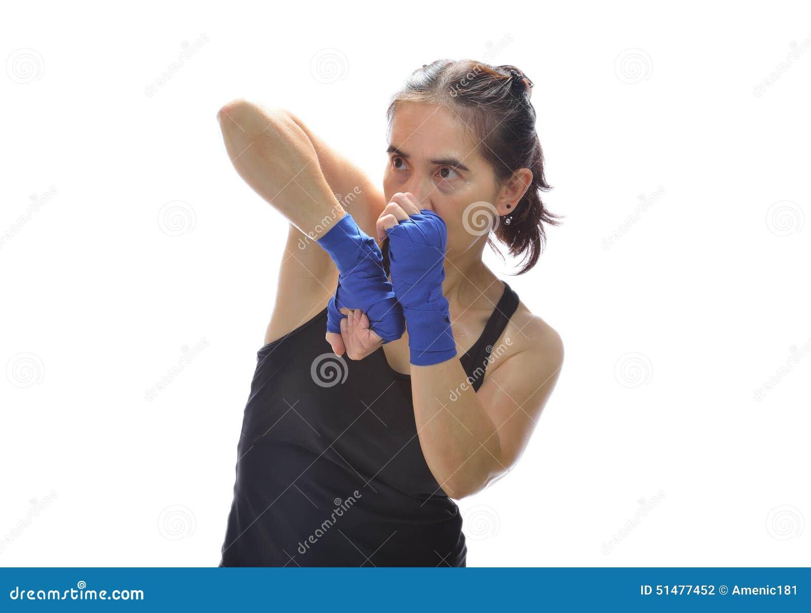 Mulher do encaixotamento de pontapé