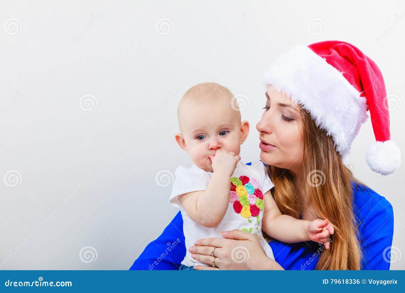 Mulher do Natal com bebê bonito