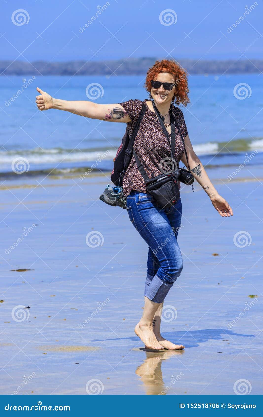 Mulher do ruivo no litoral