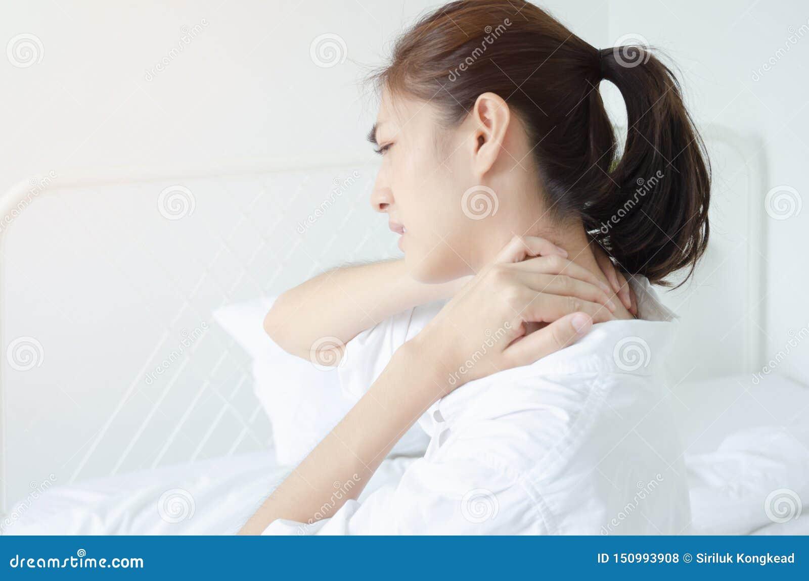 Mulher doente com dor