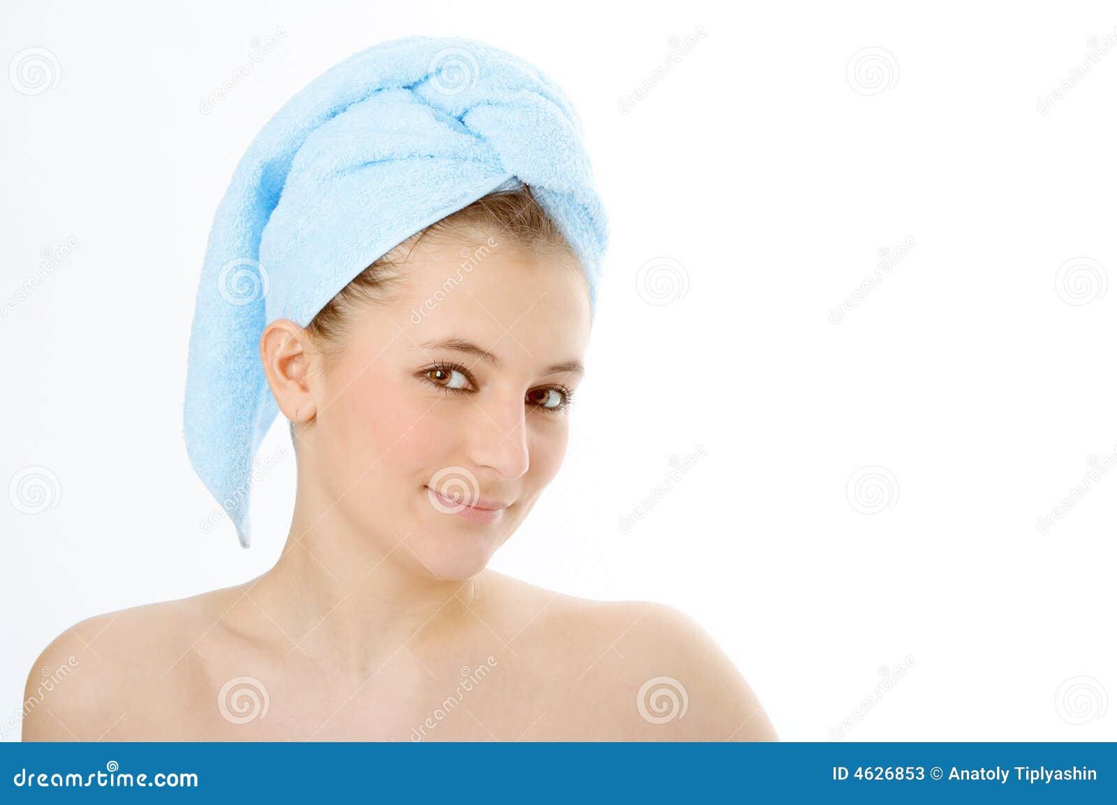 Mulher dos termas na toalha azul