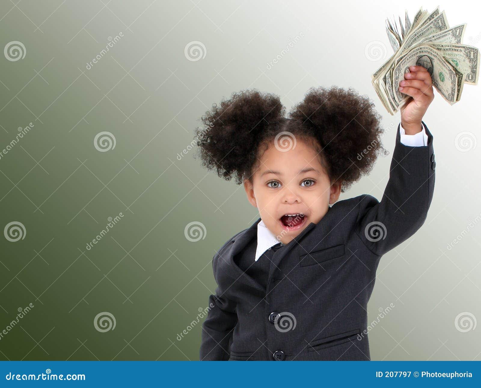 Mulher e dinheiro pequenos bonitos de negócio sobre o fundo verde
