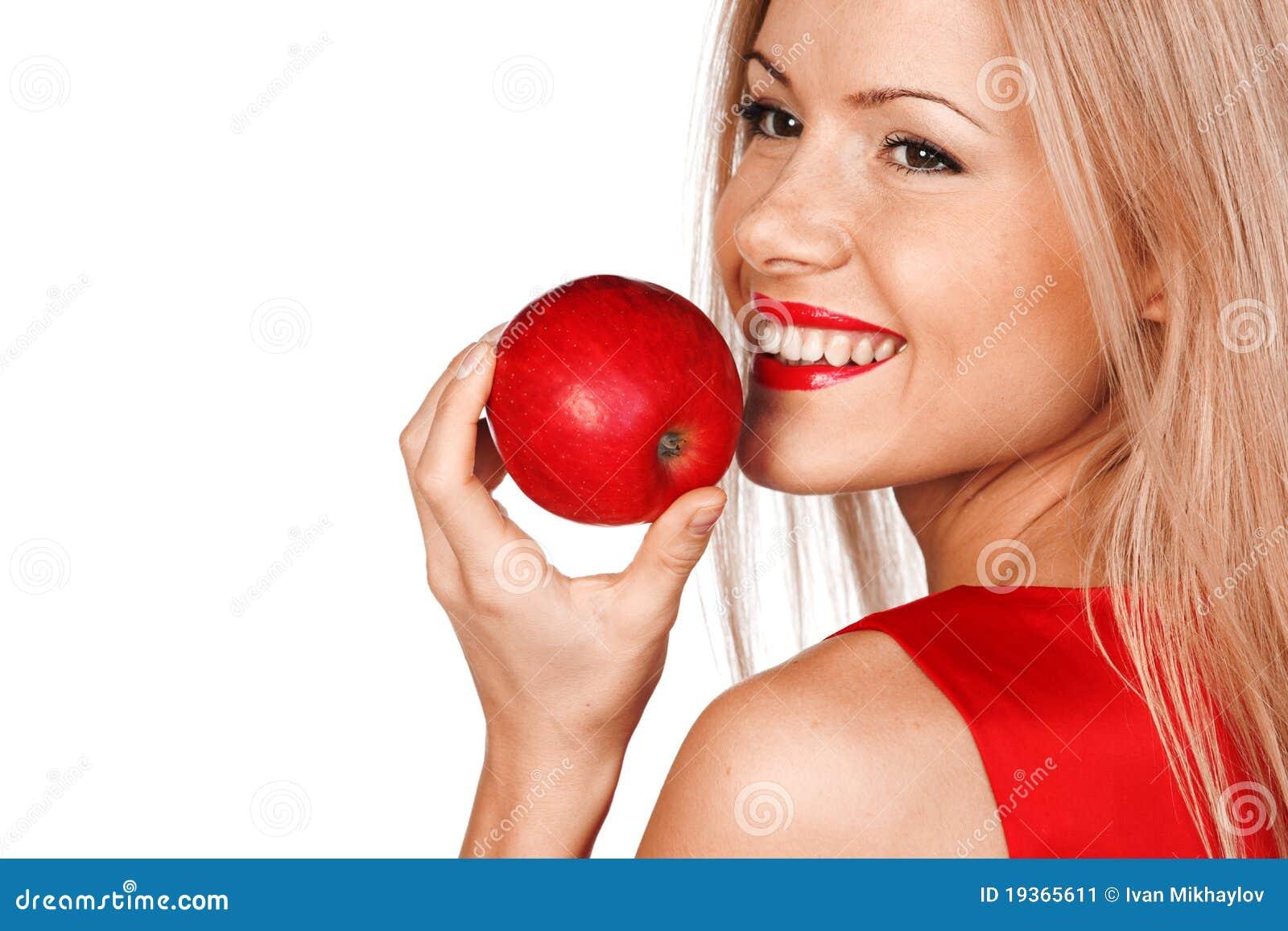 Mulher e maçã vermelha