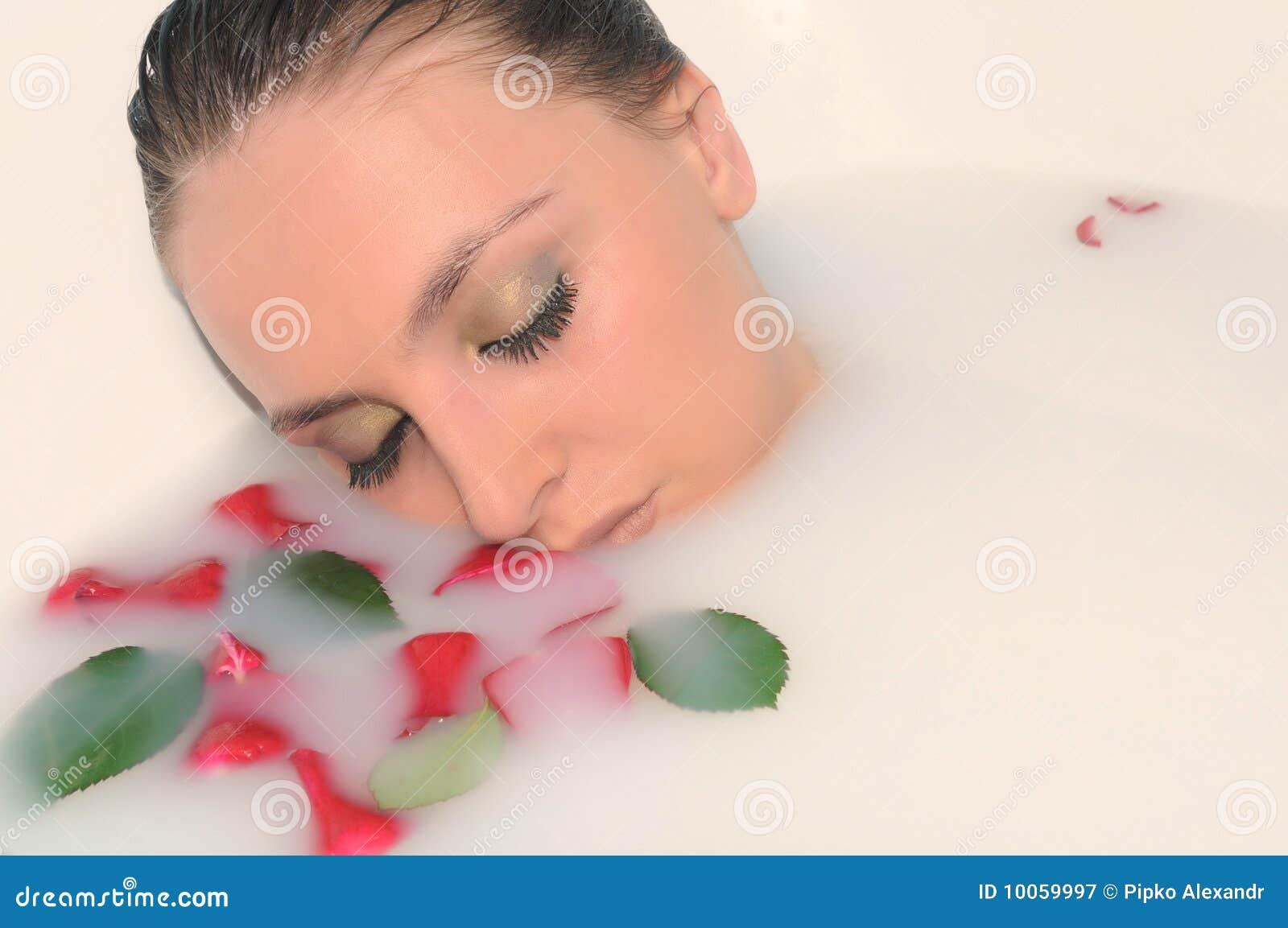 Mulher em um banheiro