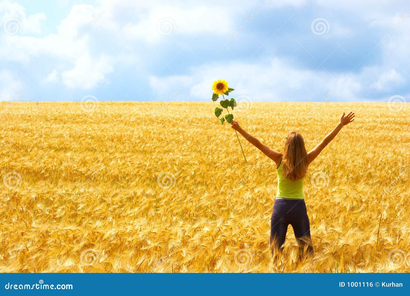 Mulher feliz e liberdade