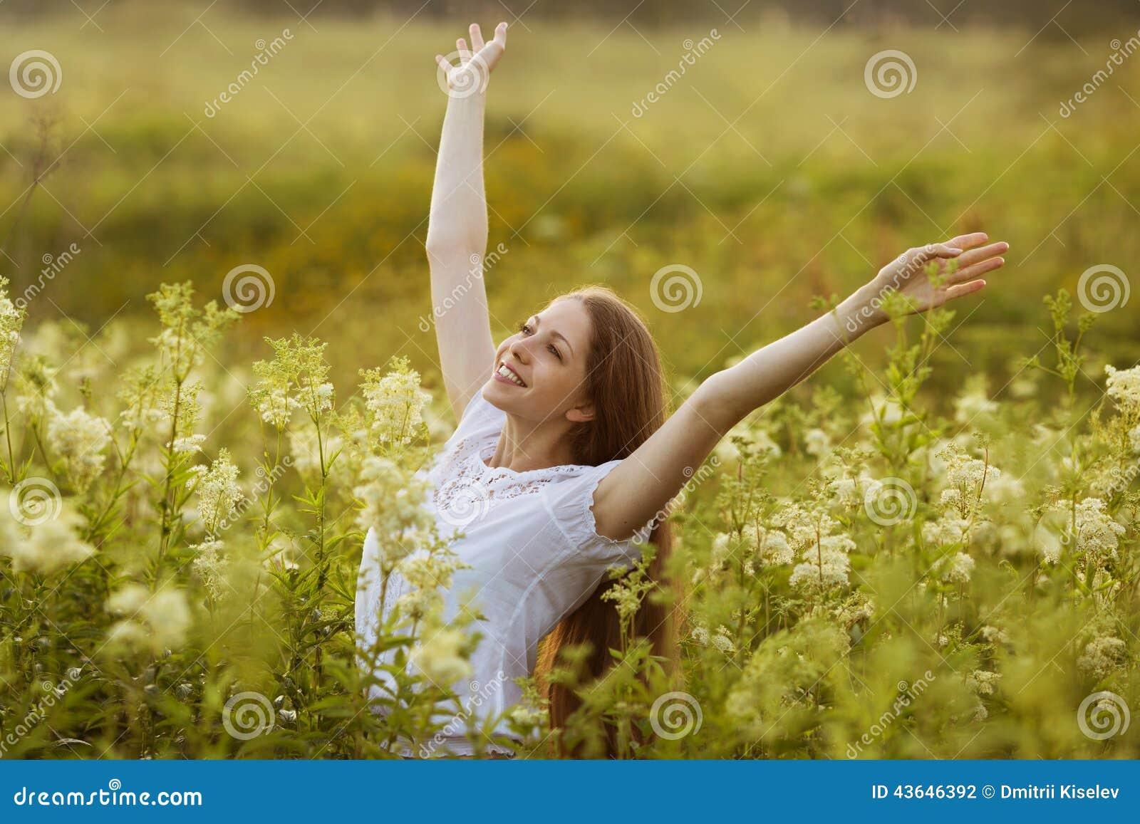 Mulher feliz em um estado de êxtase