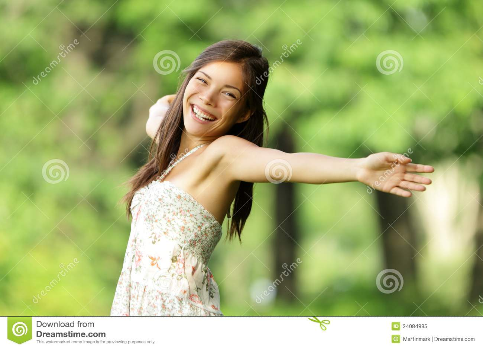 Mulher feliz livre