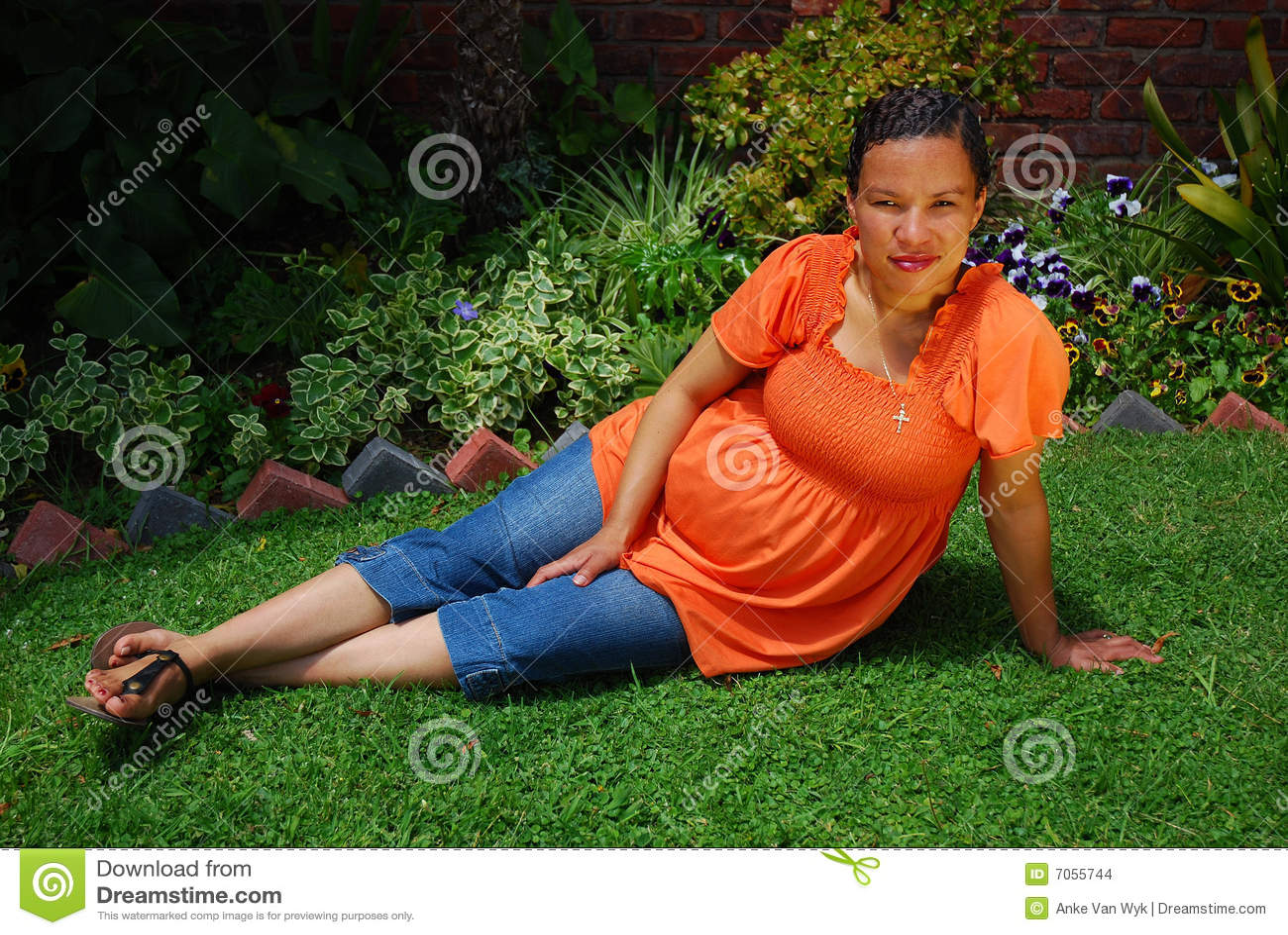 Mulher gravida Biracial