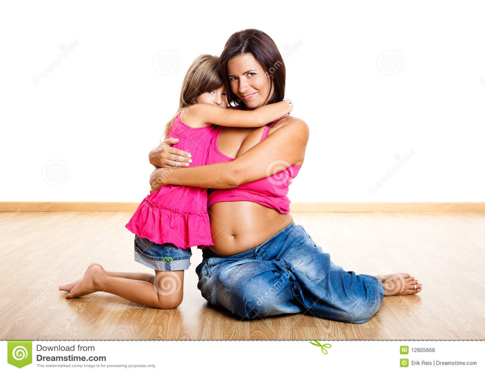 Mulher gravida com sua filha