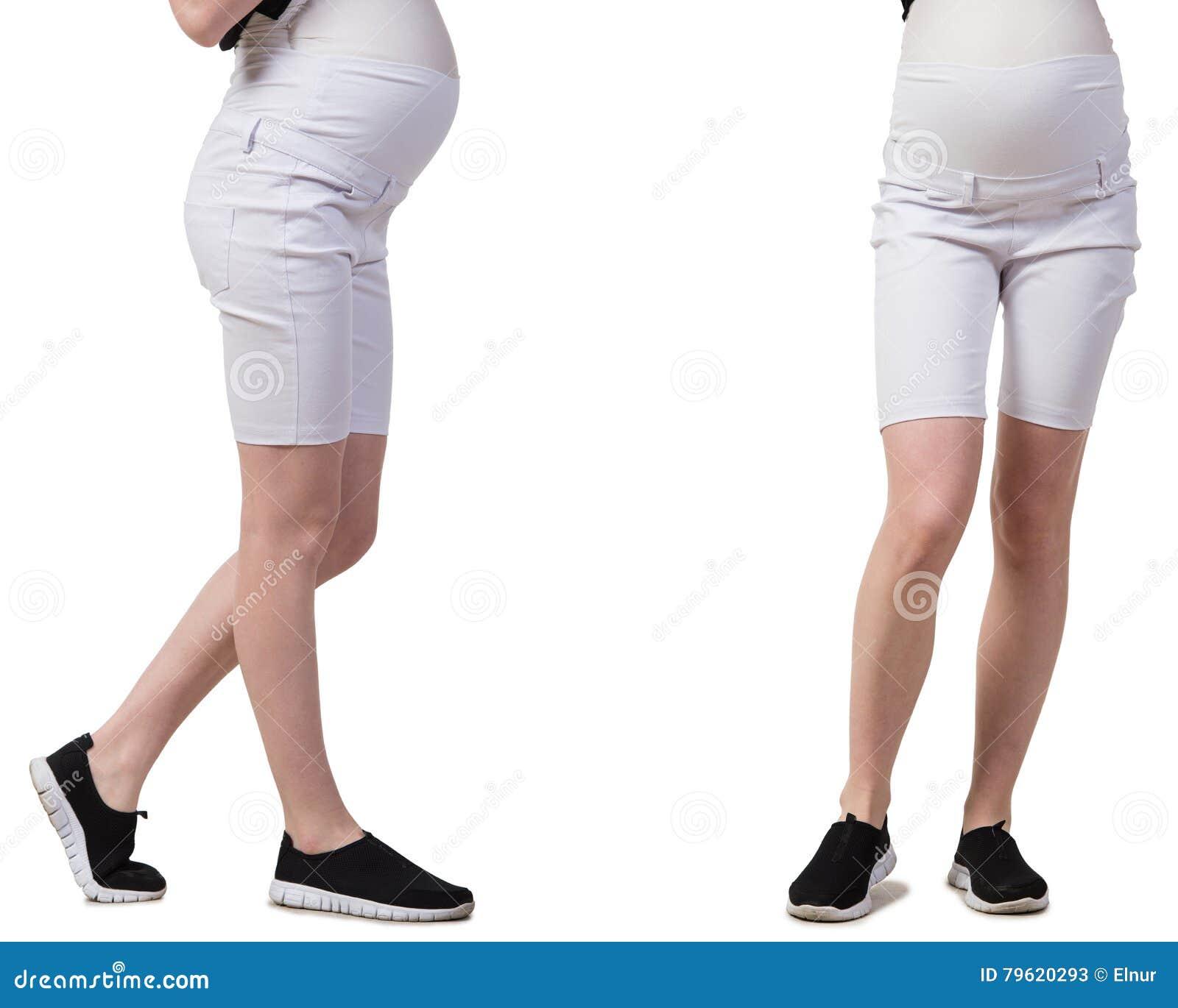 A mulher gravida na imagem composta isolada no branco