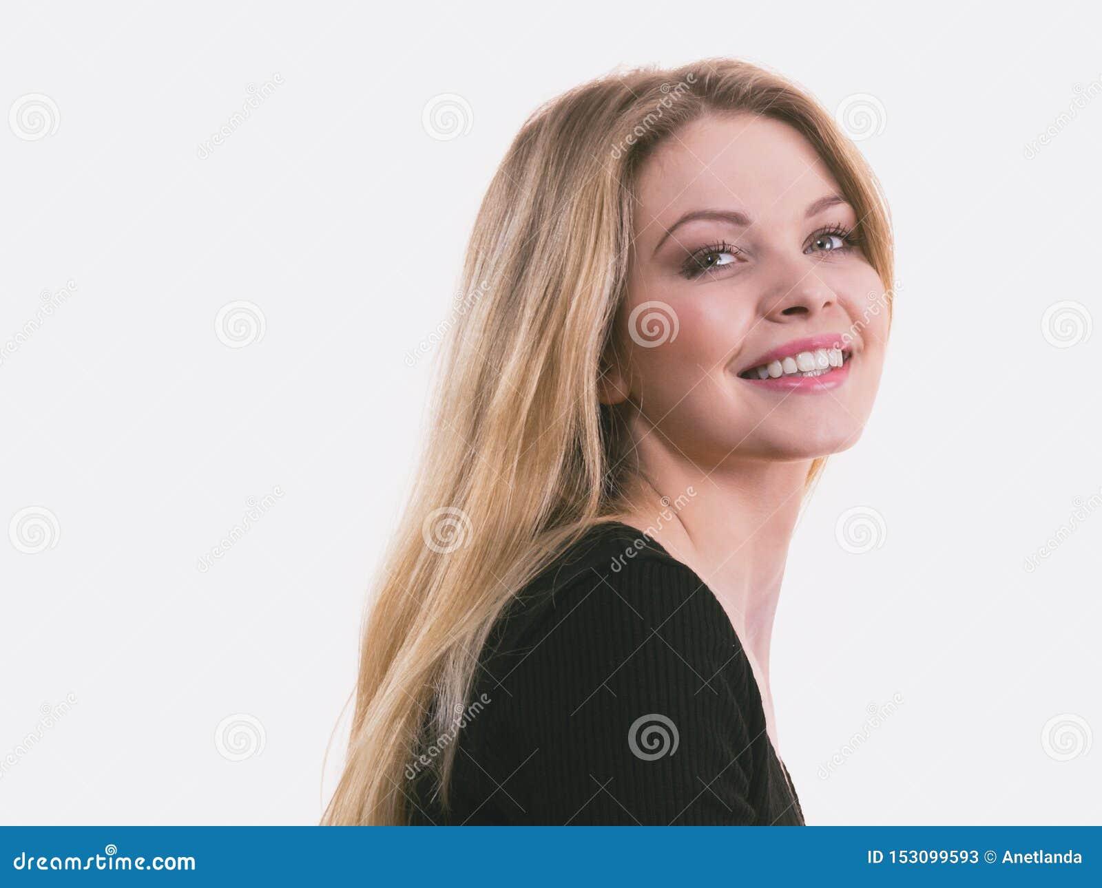 Mulher loura de sorriso positiva feliz