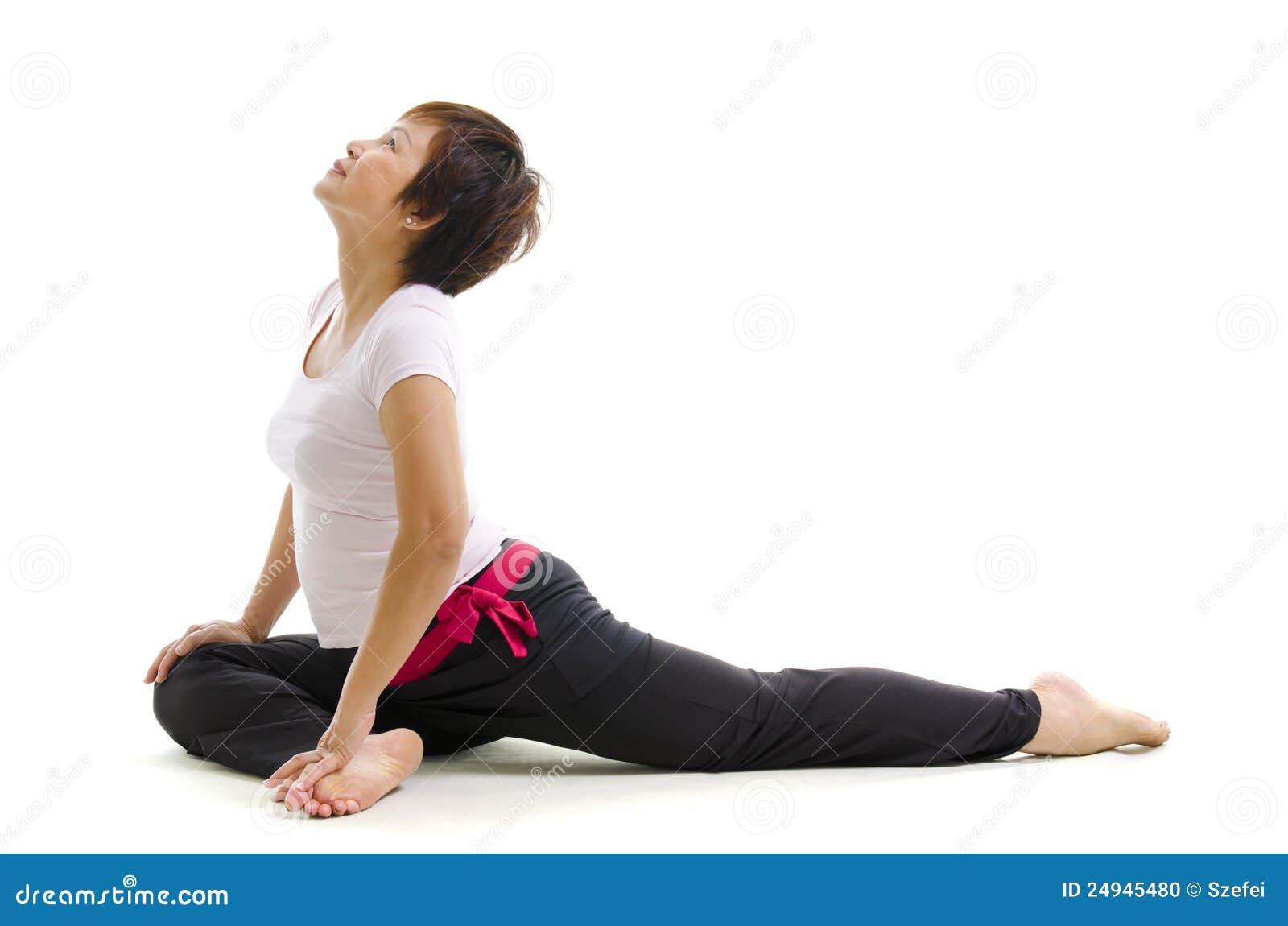 Mulher madura na ioga