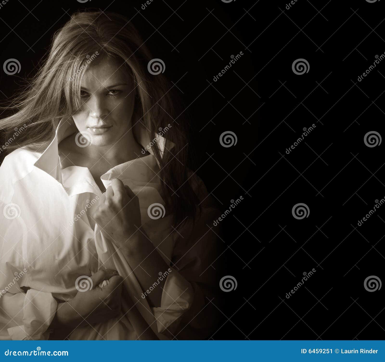 Mulher na camisa