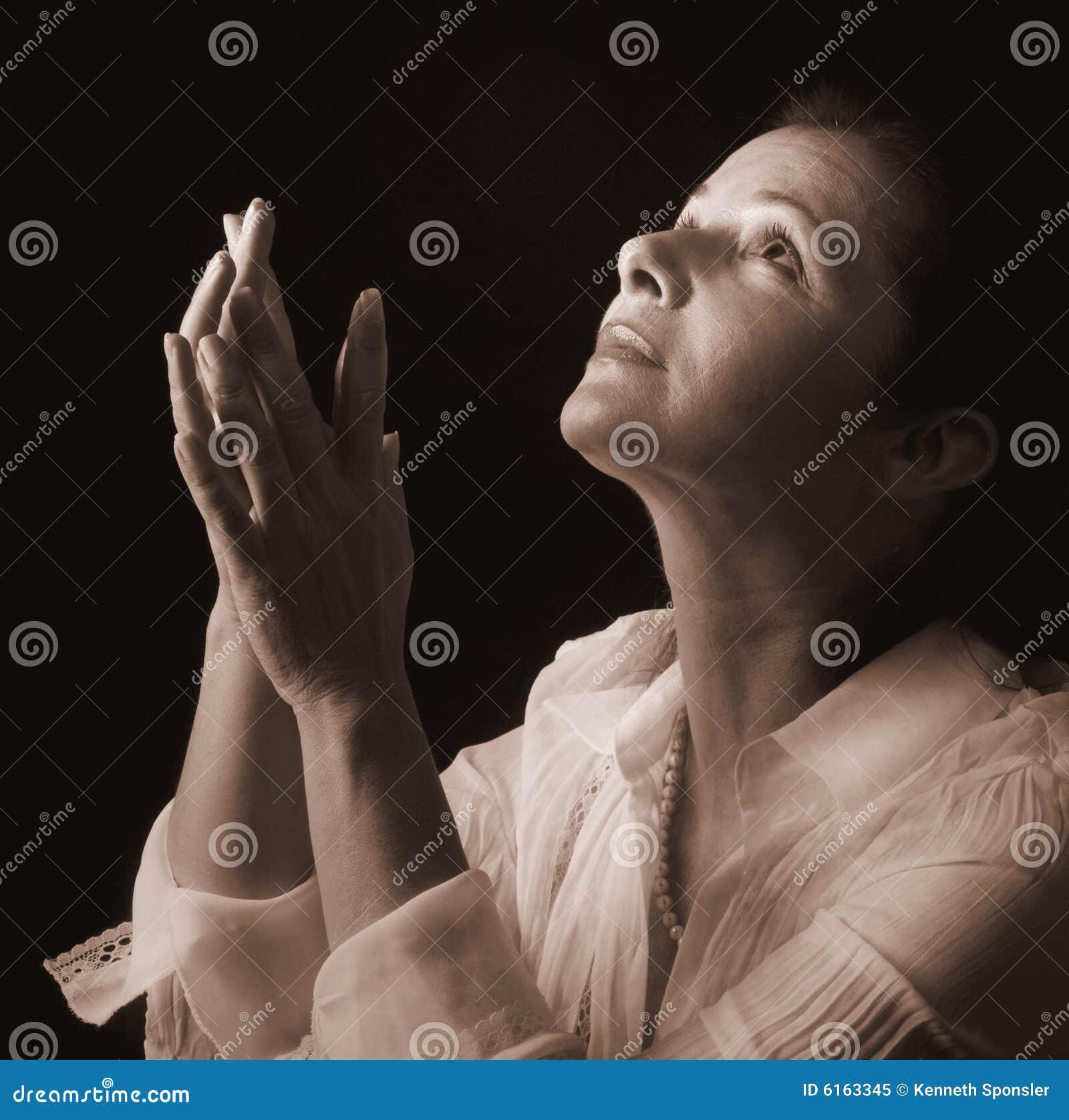 Mulher na oração