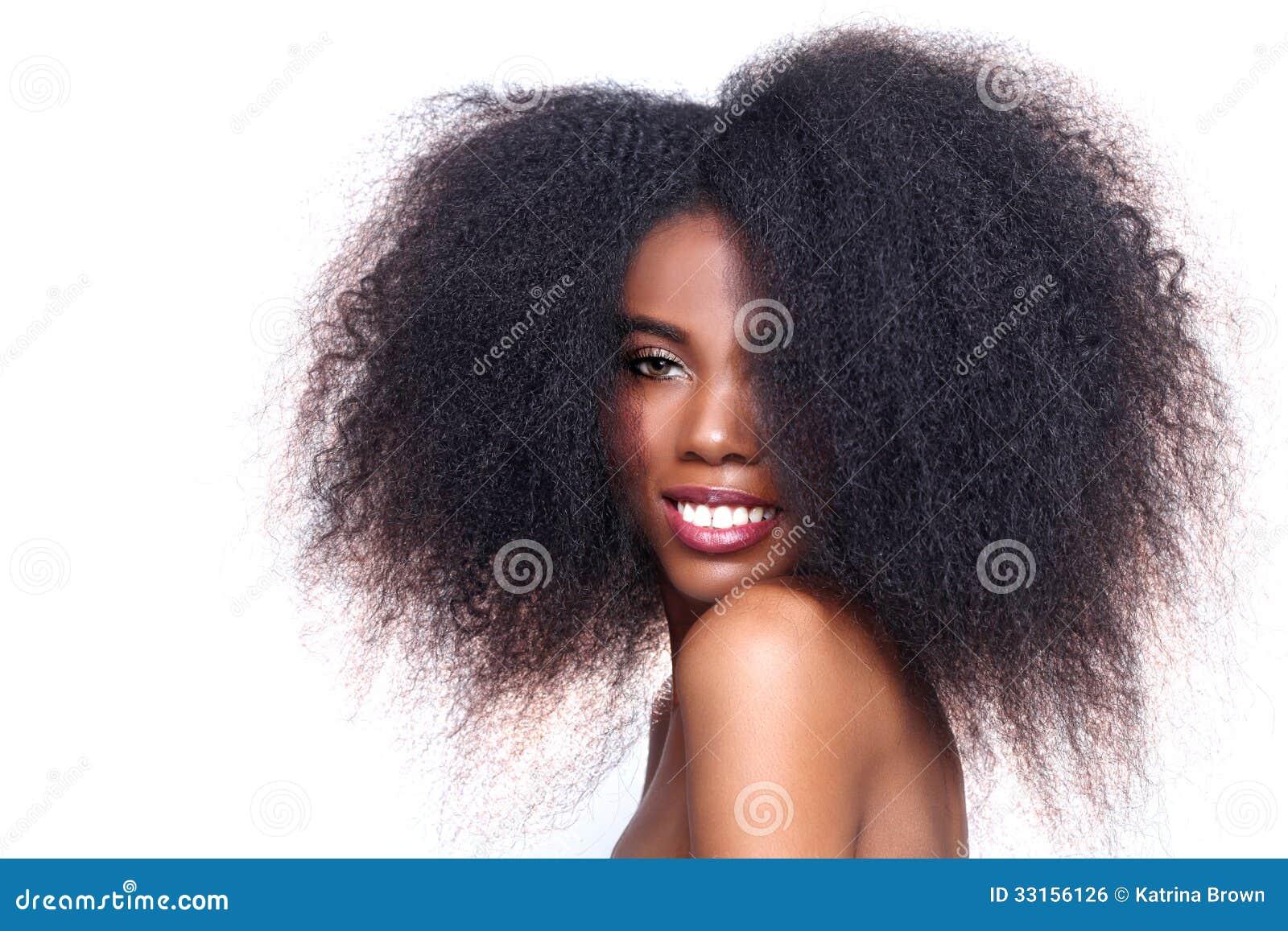 Mulher negra afro-americano com cabelo grande