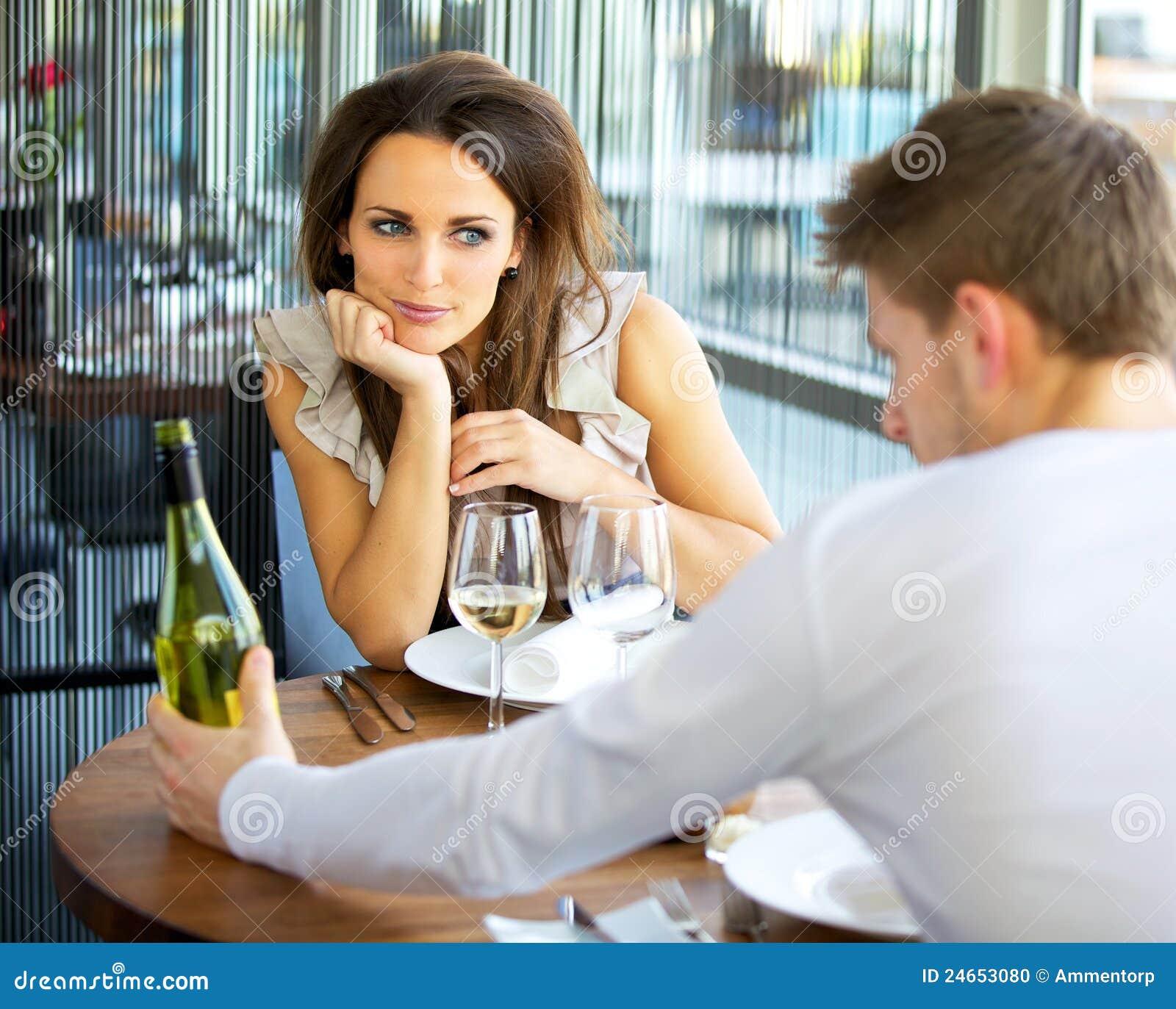 Mulher no amor na tâmara romântica