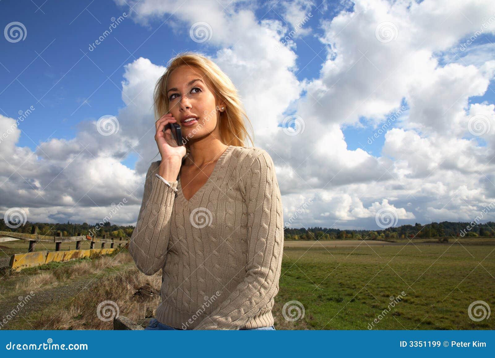 Mulher no telemóvel