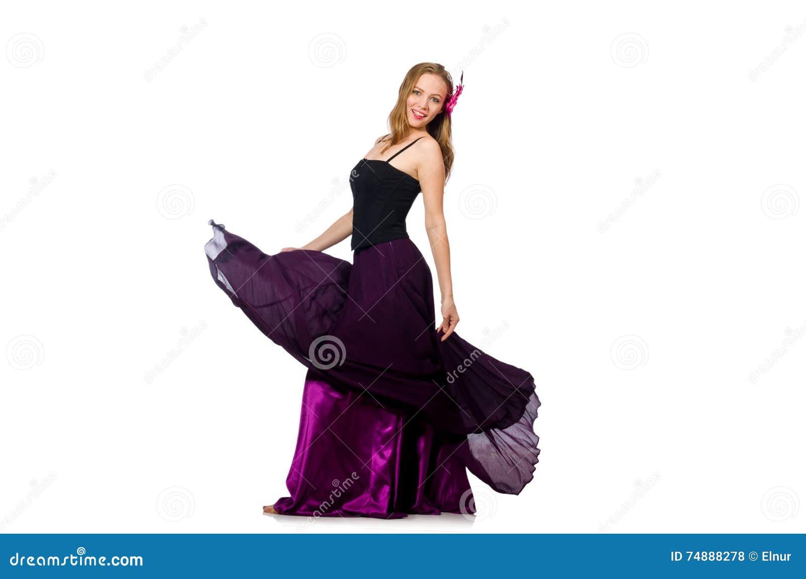 A mulher no vestido roxo isolado no branco