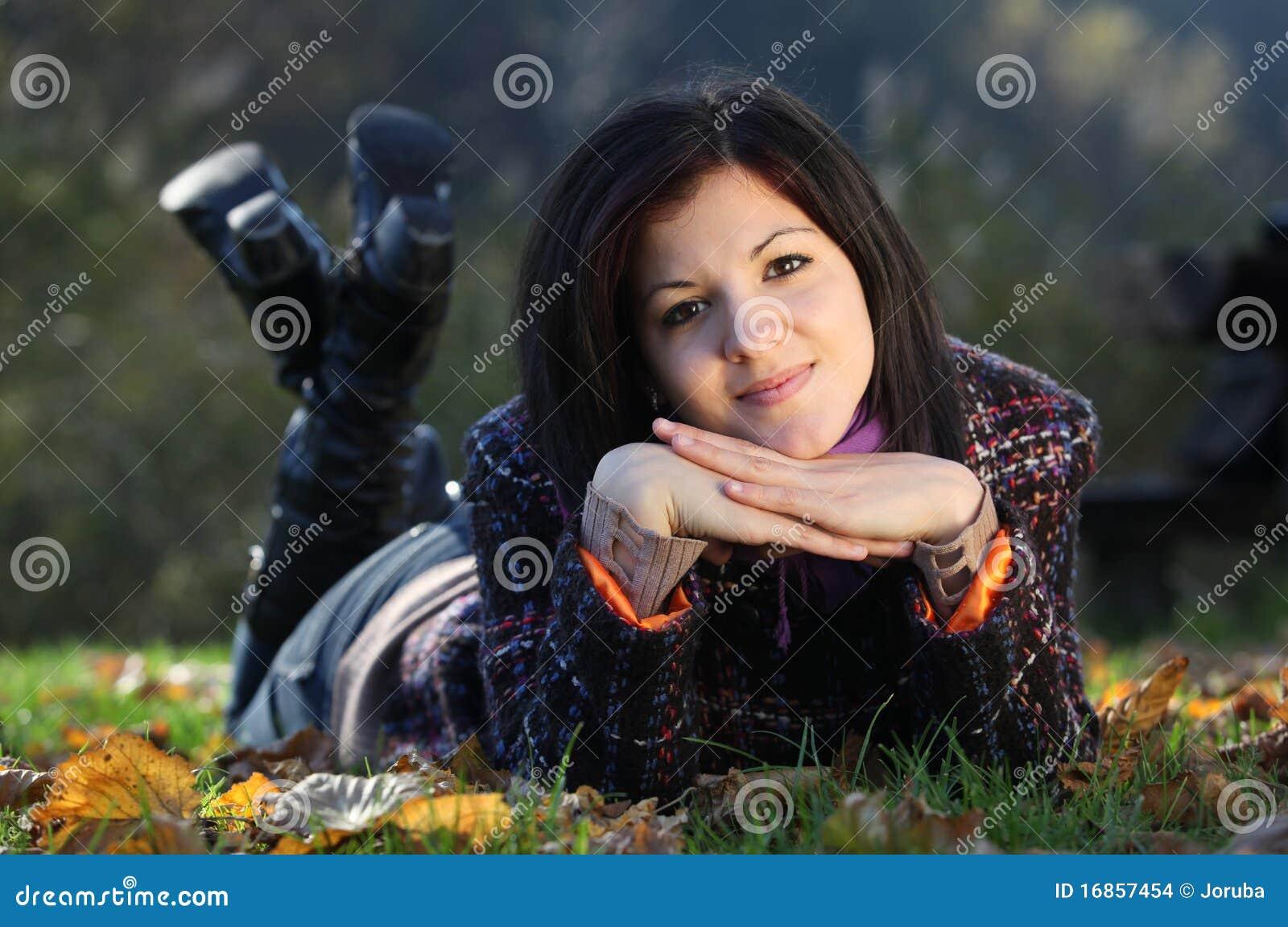 Mulher nova ao ar livre