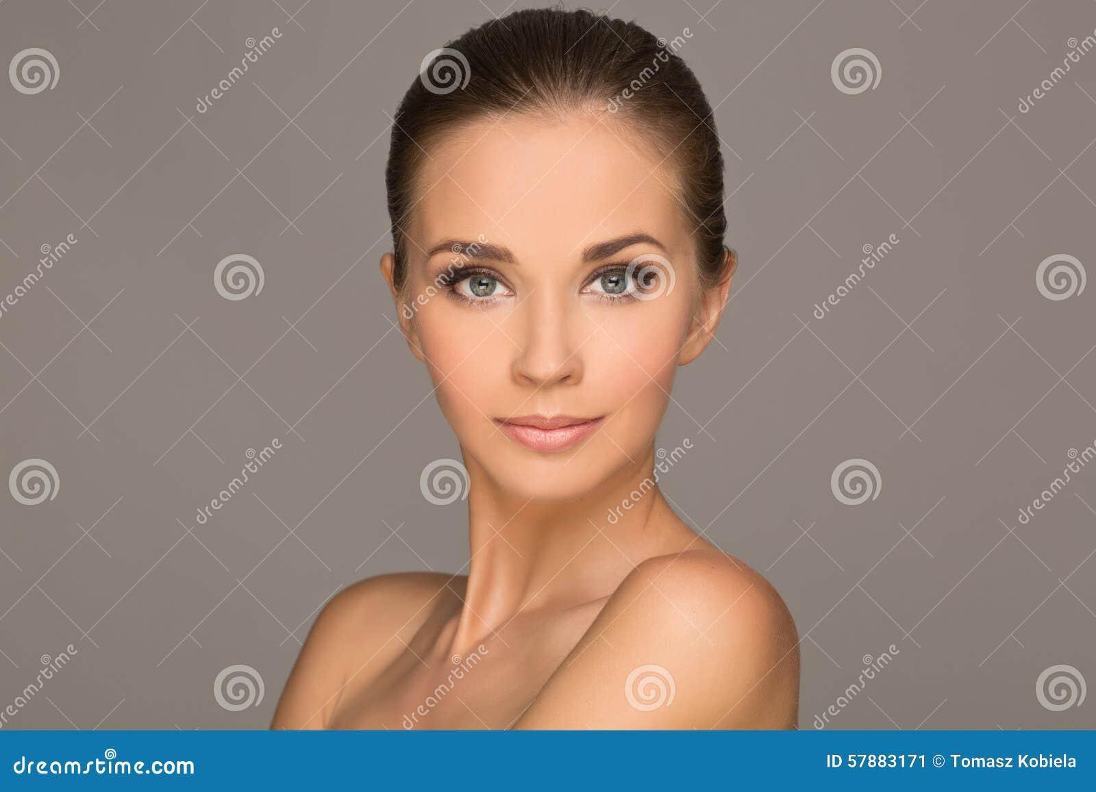 Mulher nova bonita