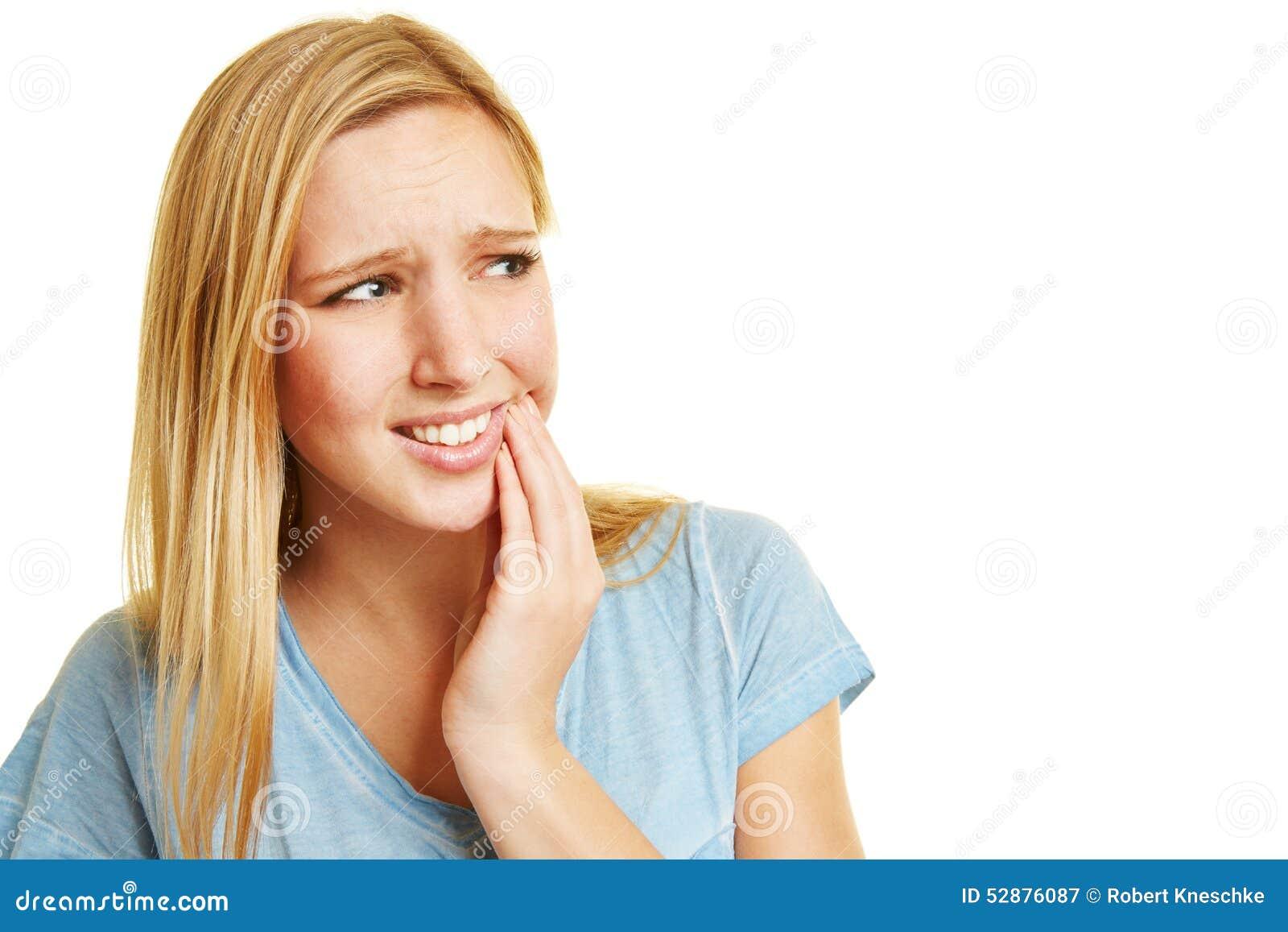 Mulher nova com toothache