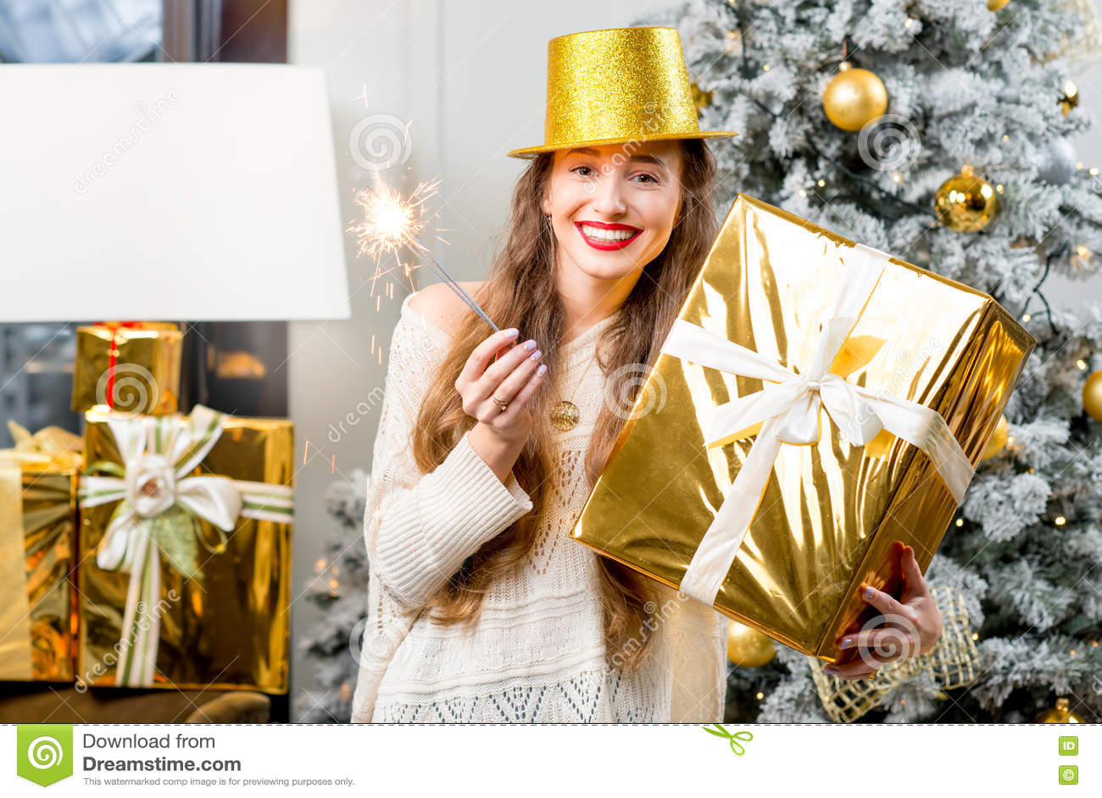Mulher que comemora feriados de inverno