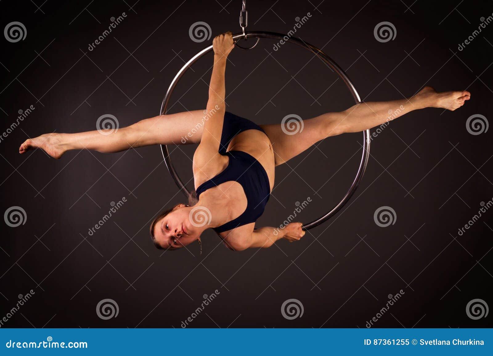 Mulher que exercita no lyra