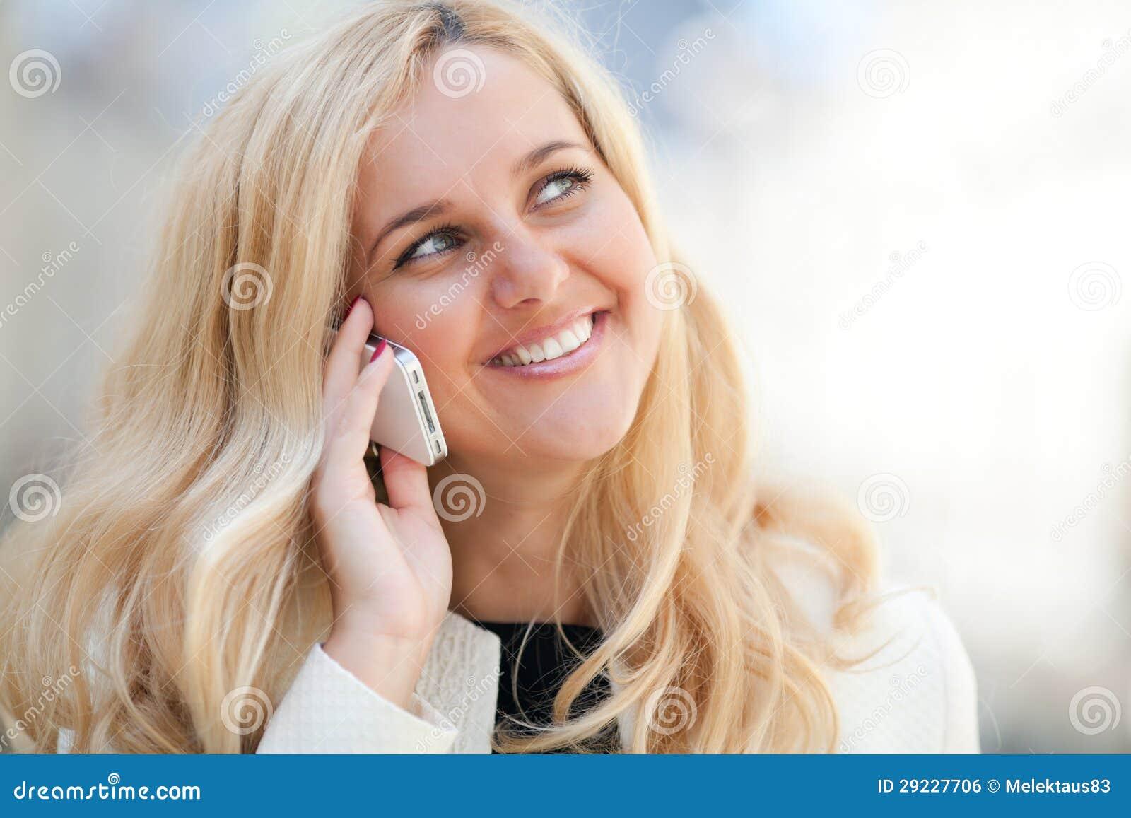 Download Mulher Que Fala No Telefone Foto de Stock - Imagem de bondade, sorriso: 29227706