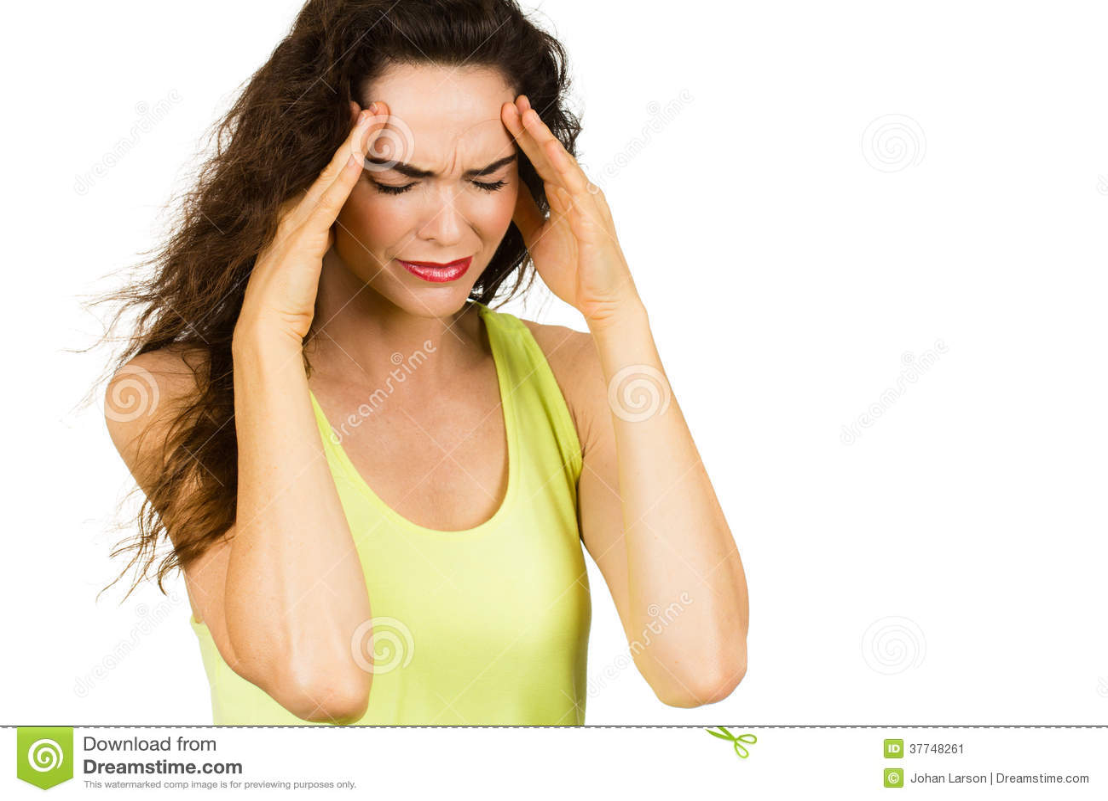 Mulher que sofre da dor de cabeça má