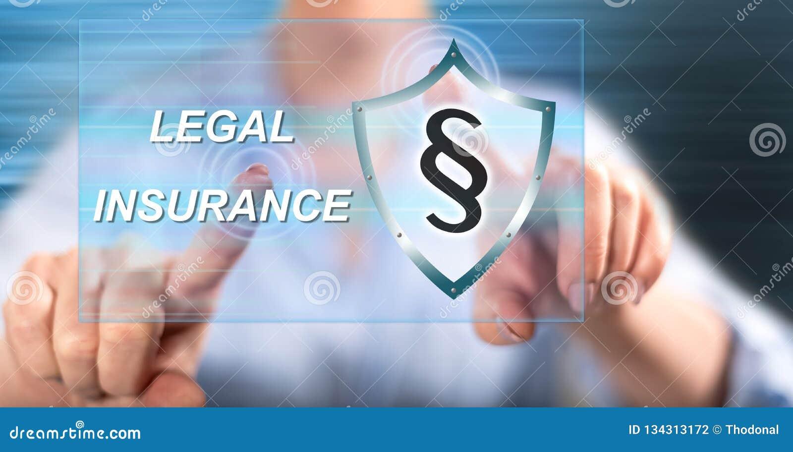 Mulher que toca em um conceito legal do seguro