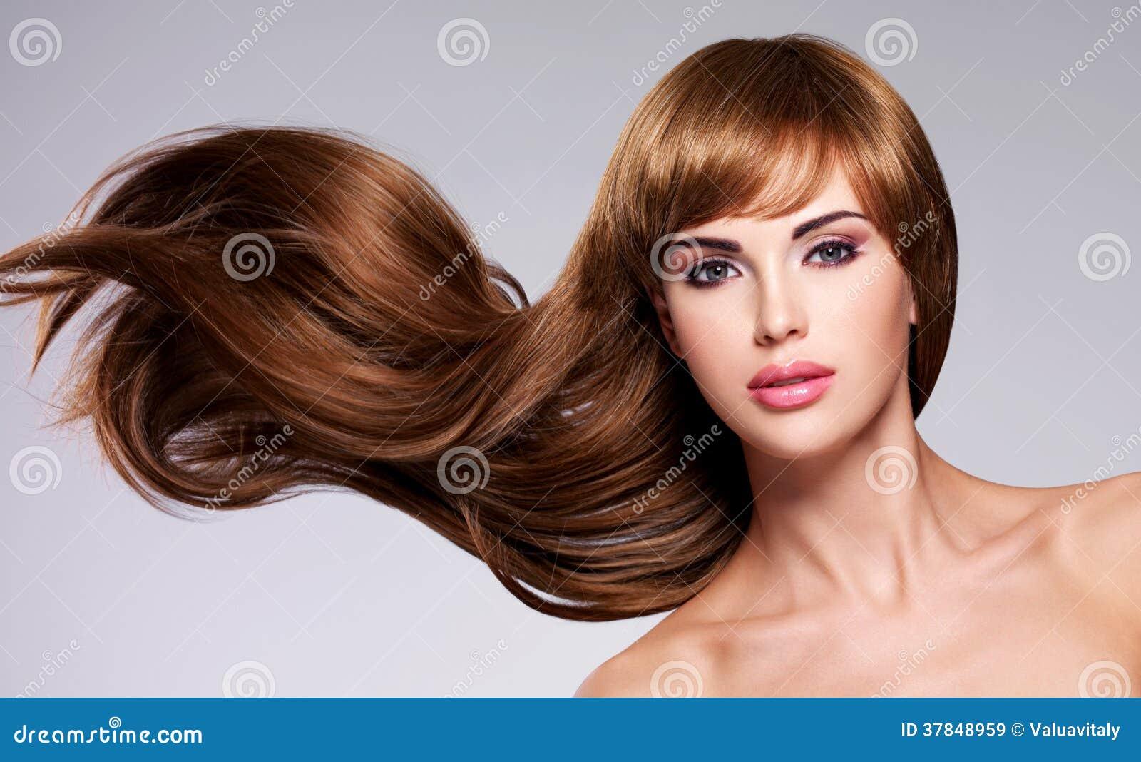 Mulher  sexy  bonita com cabelo longo