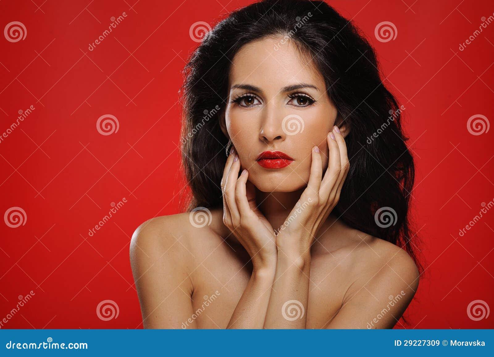 Download Mulher Triguenha Atrativa Com O Cabelo Magnífico Que Toca Em Sua Face Imagem de Stock - Imagem de olhar, retrato: 29227309