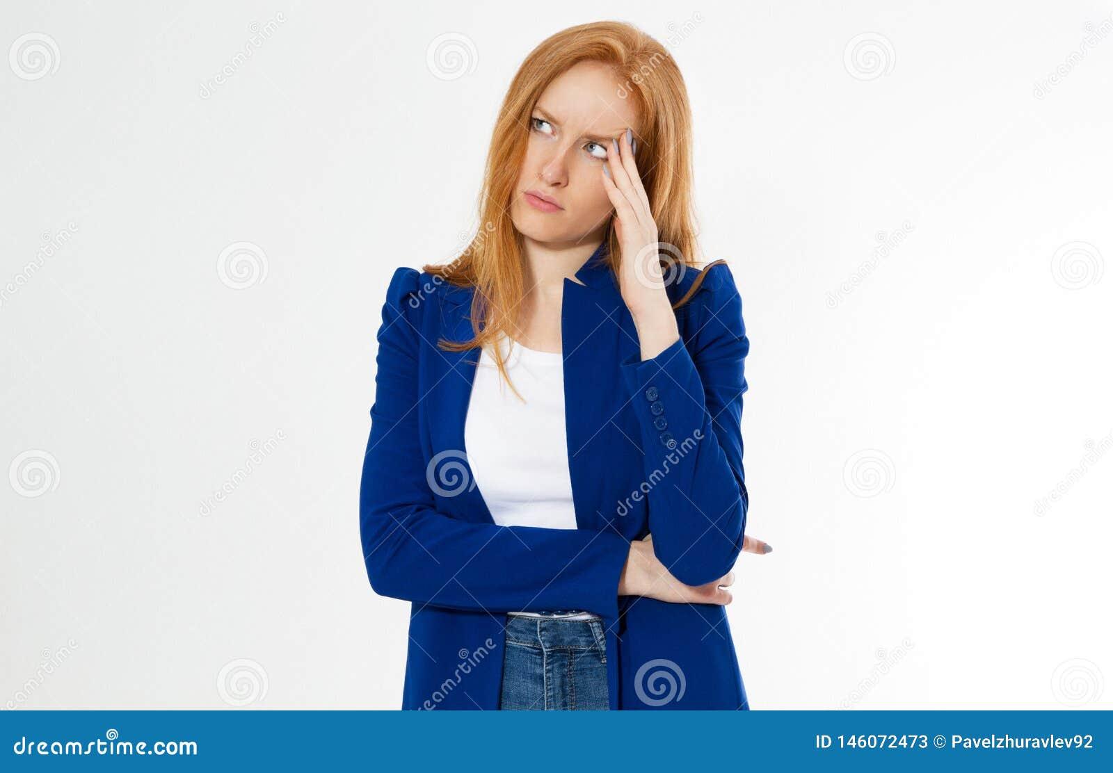 A mulher vermelha bonita bonito, nova do cabelo faz o facepalm O ruivo sofre a dor de cabe?a da menina n?o ? virado a palma da ca