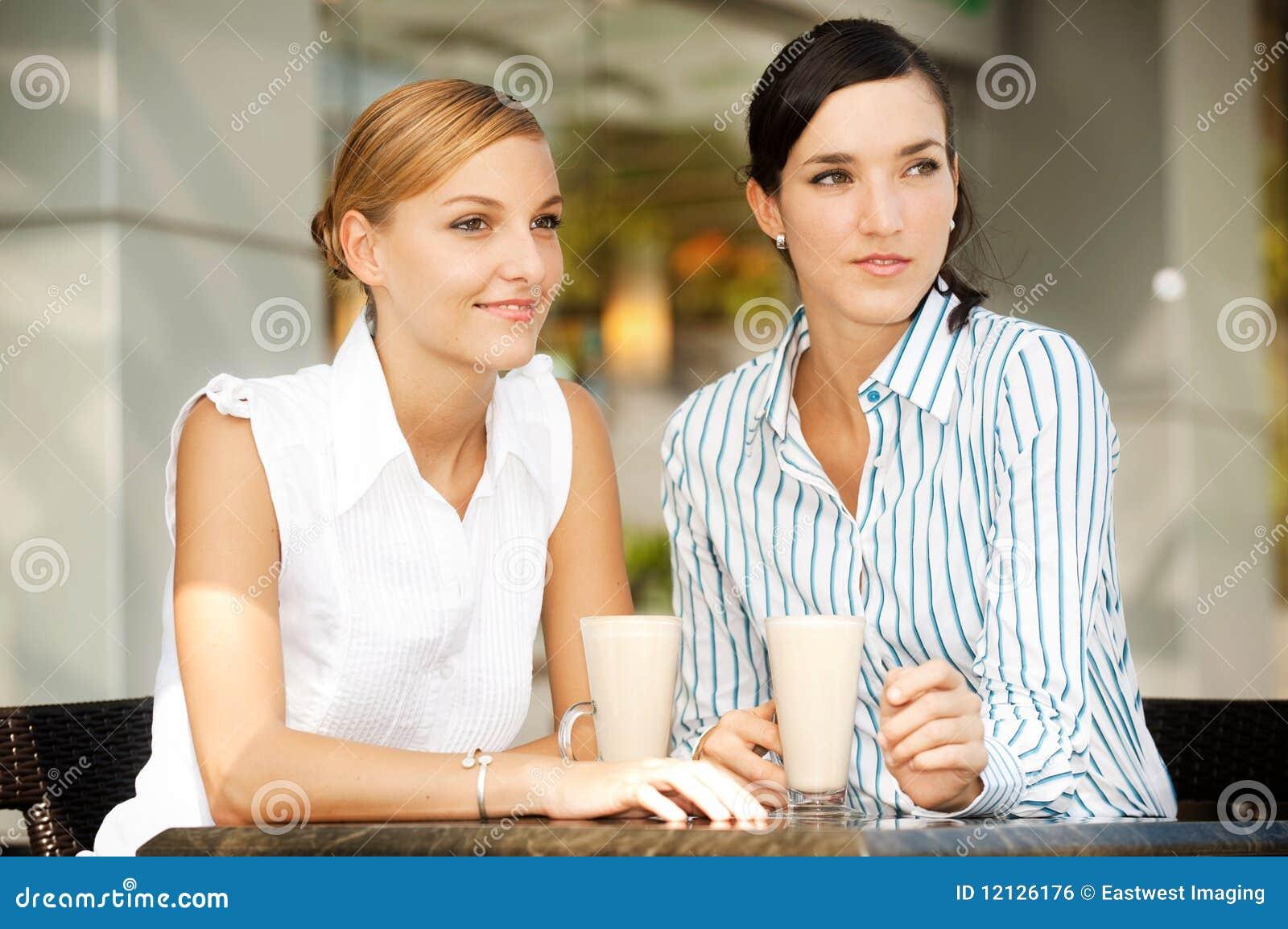 Mulheres de negócios com café