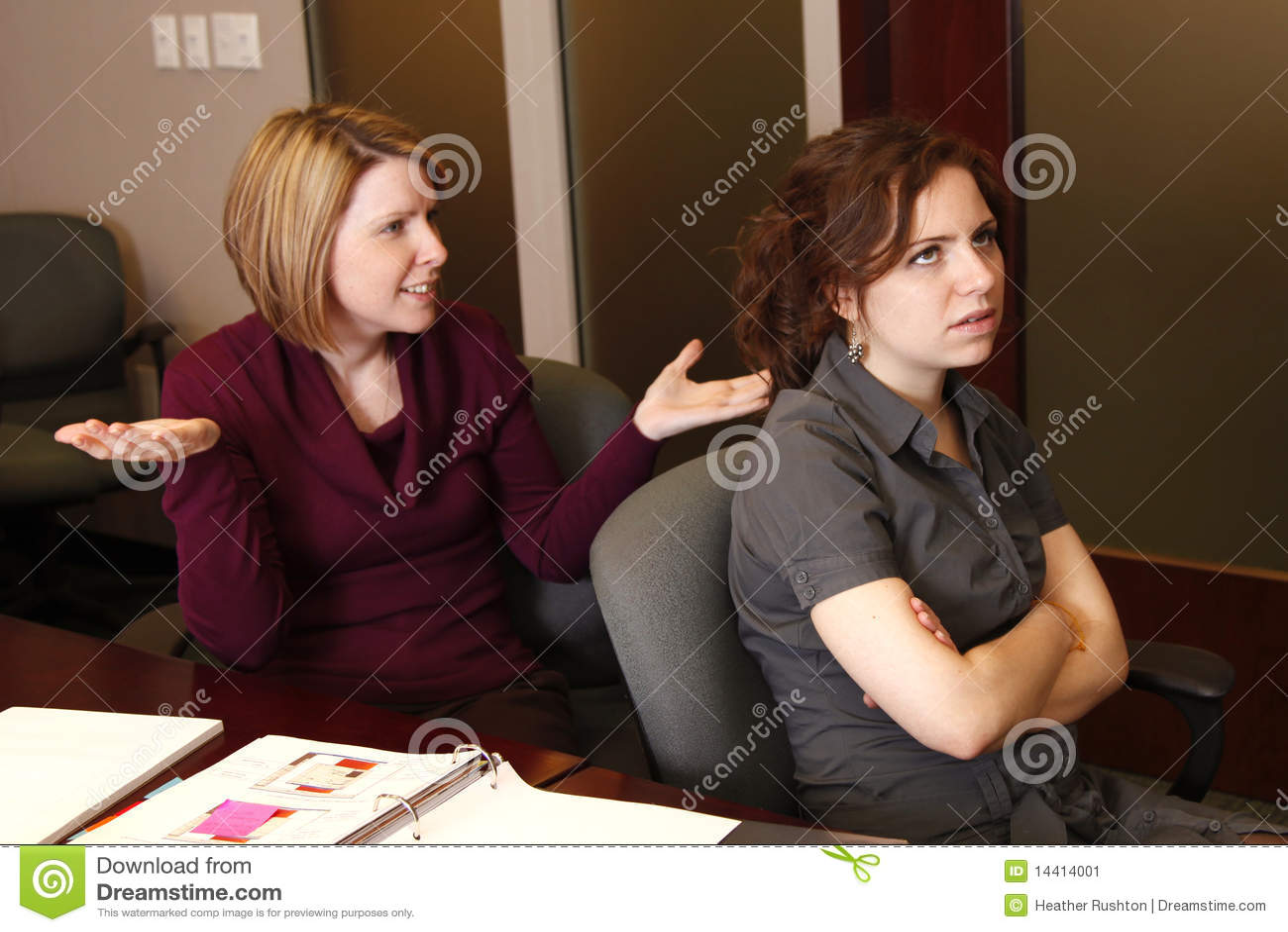 Mulheres de negócios irritadas