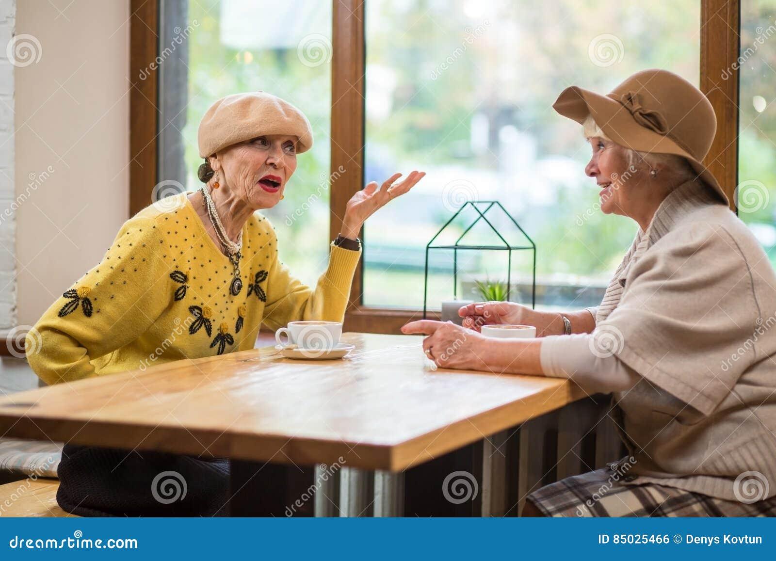 Mulheres e tabela superiores do café