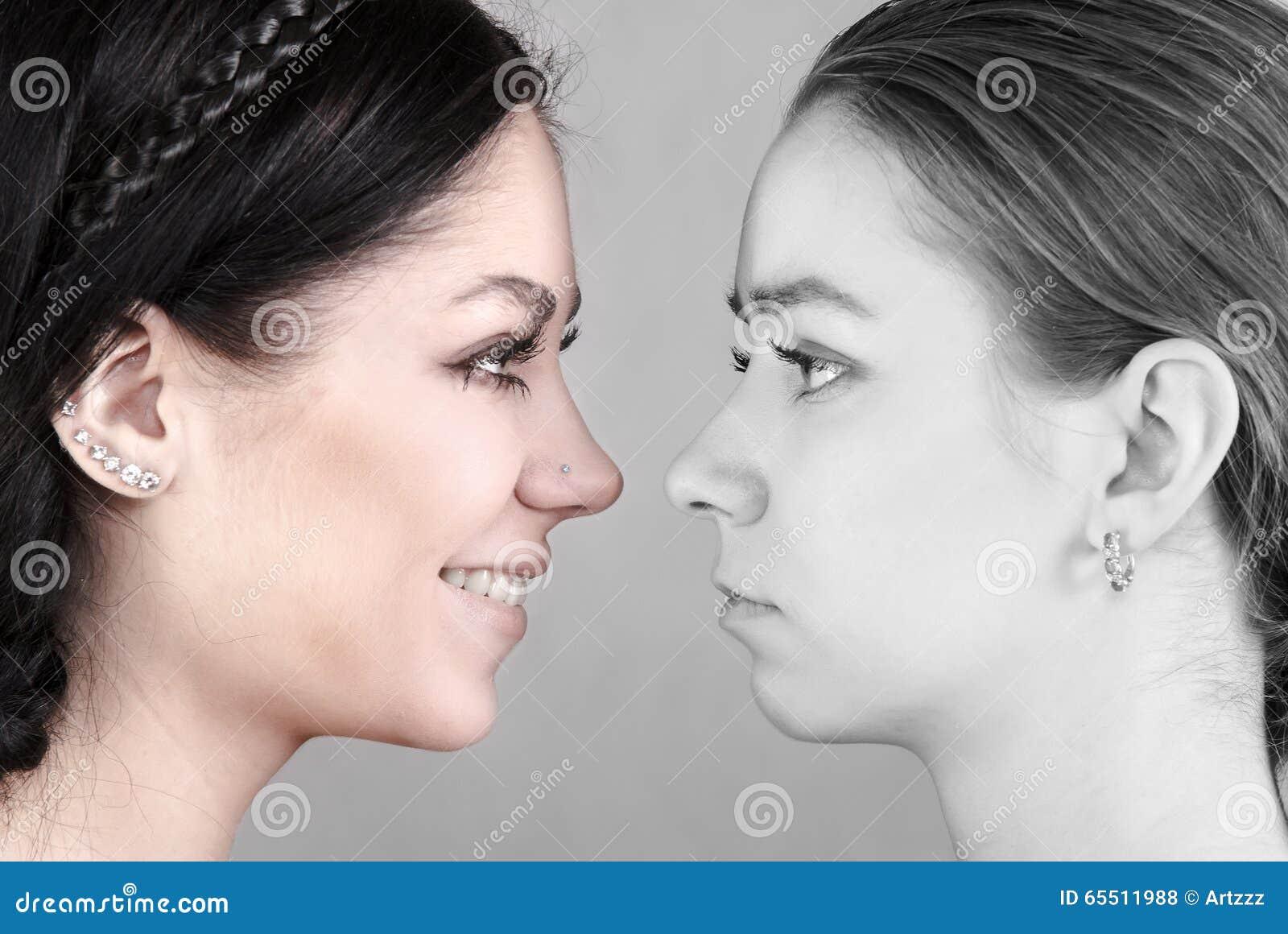 Mulheres felizes e tristes