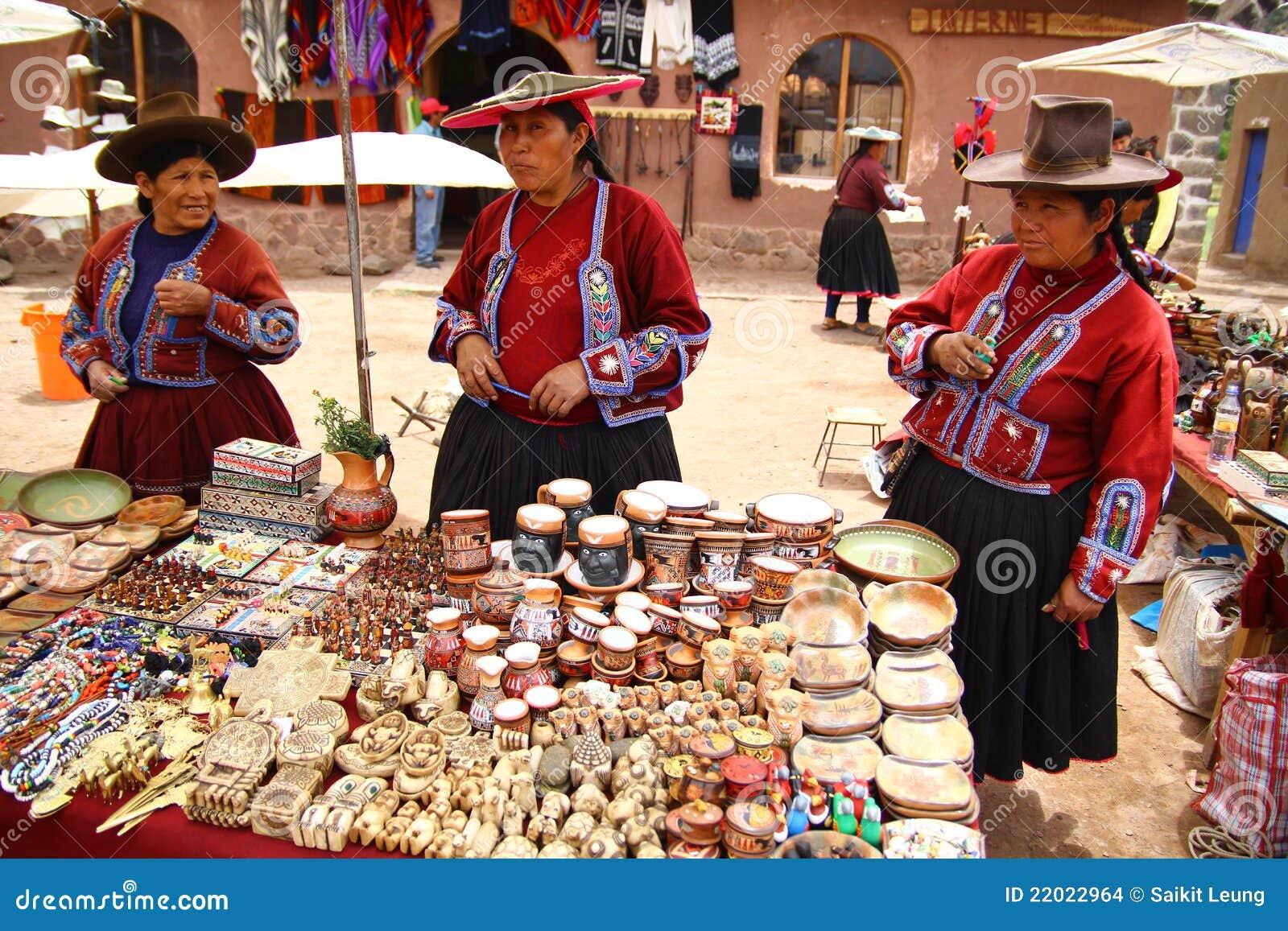 Mulheres locais da vila em Raqchi. Peru