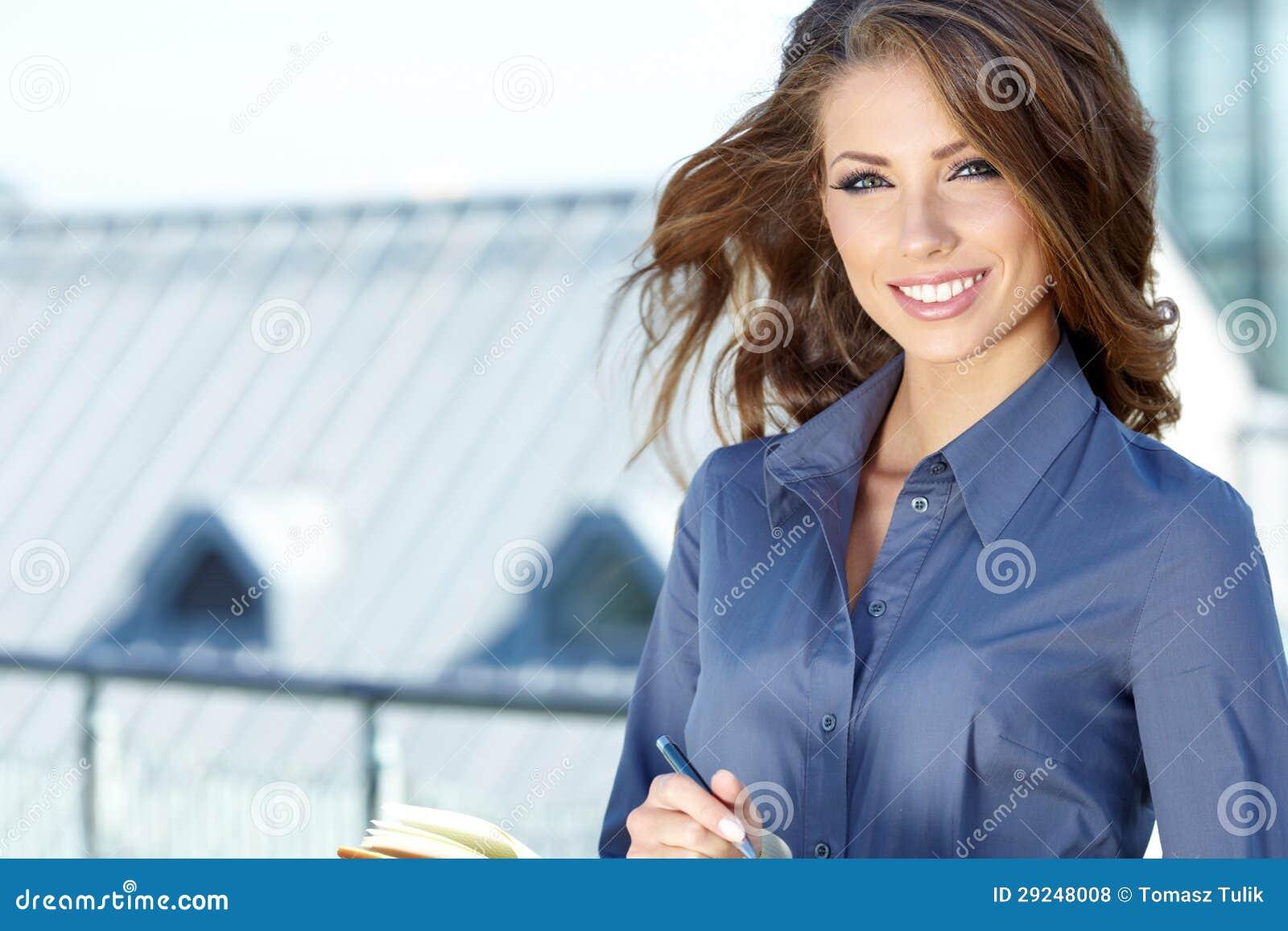 Download Mulheres Ou Estudante Feliz Novo Foto de Stock - Imagem de fêmea, moderno: 29248008
