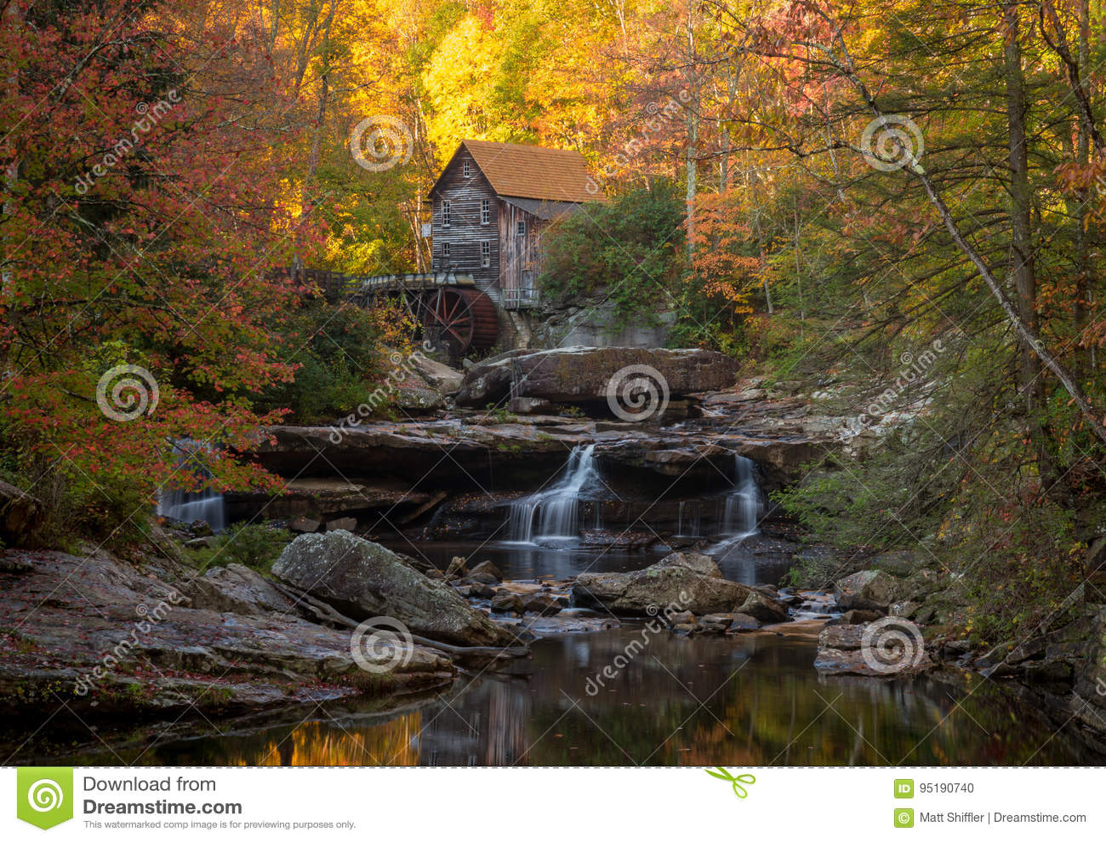 Mulino Babcock in autunno in Virginia Occidentale