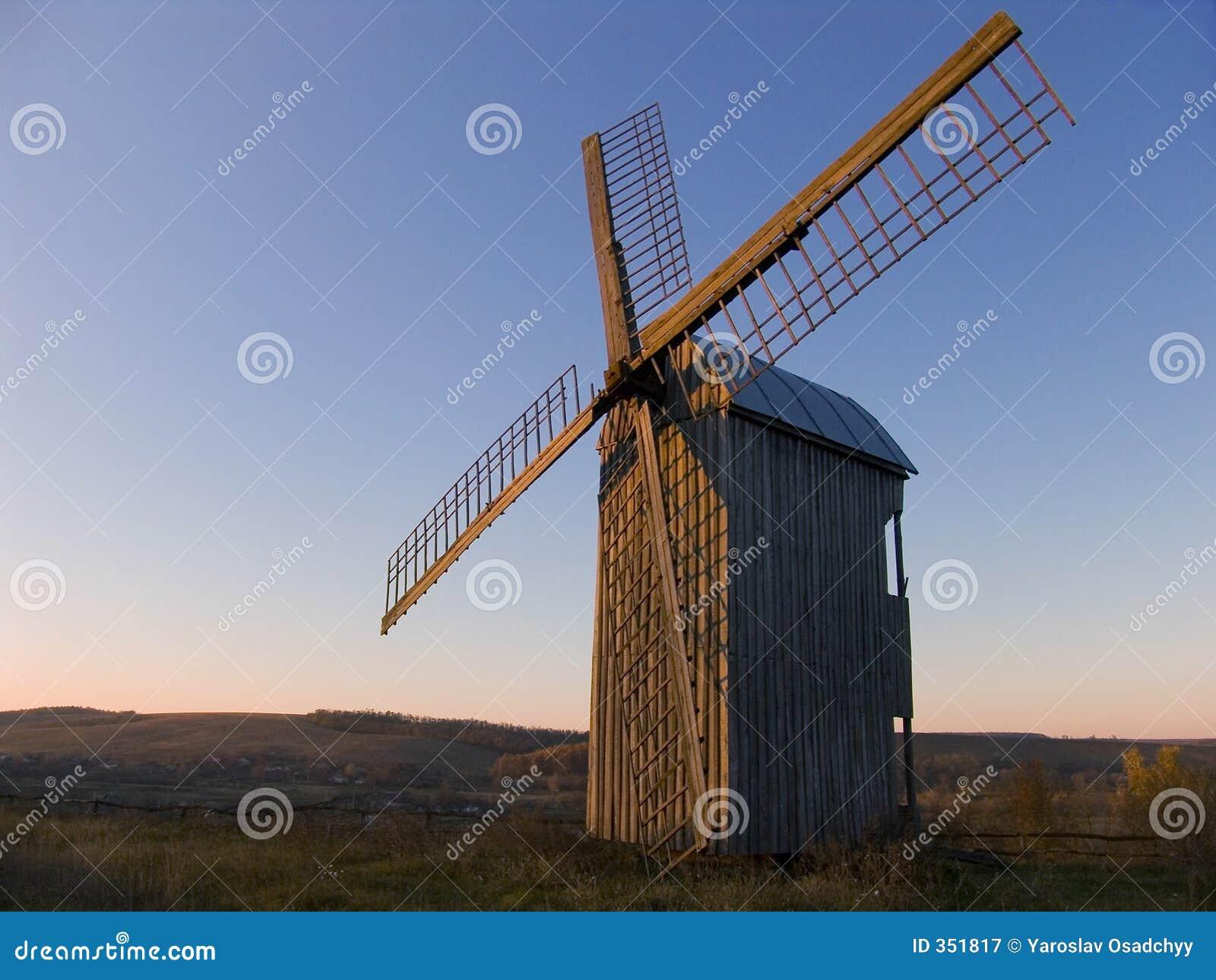 Mulino a vento della campagna