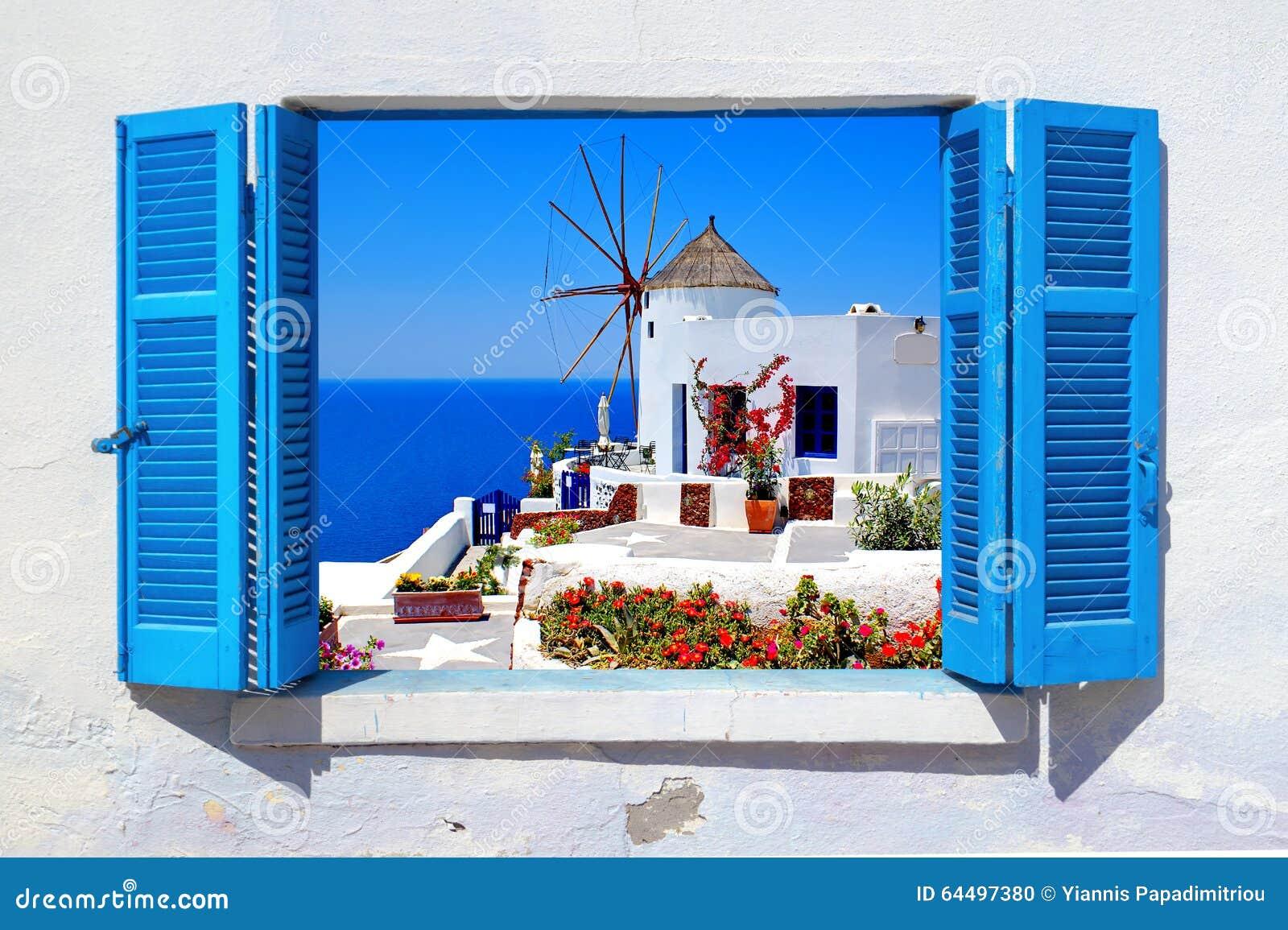 Mulino a vento famoso nel villaggio di OIA, isola di Santorini