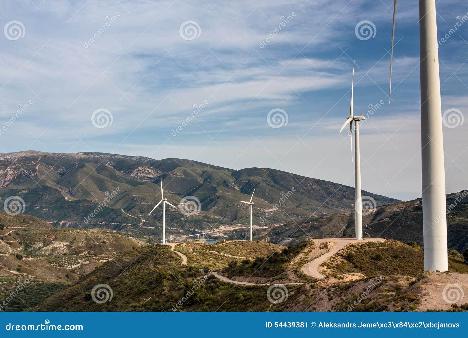 Mulino a vento in montagne