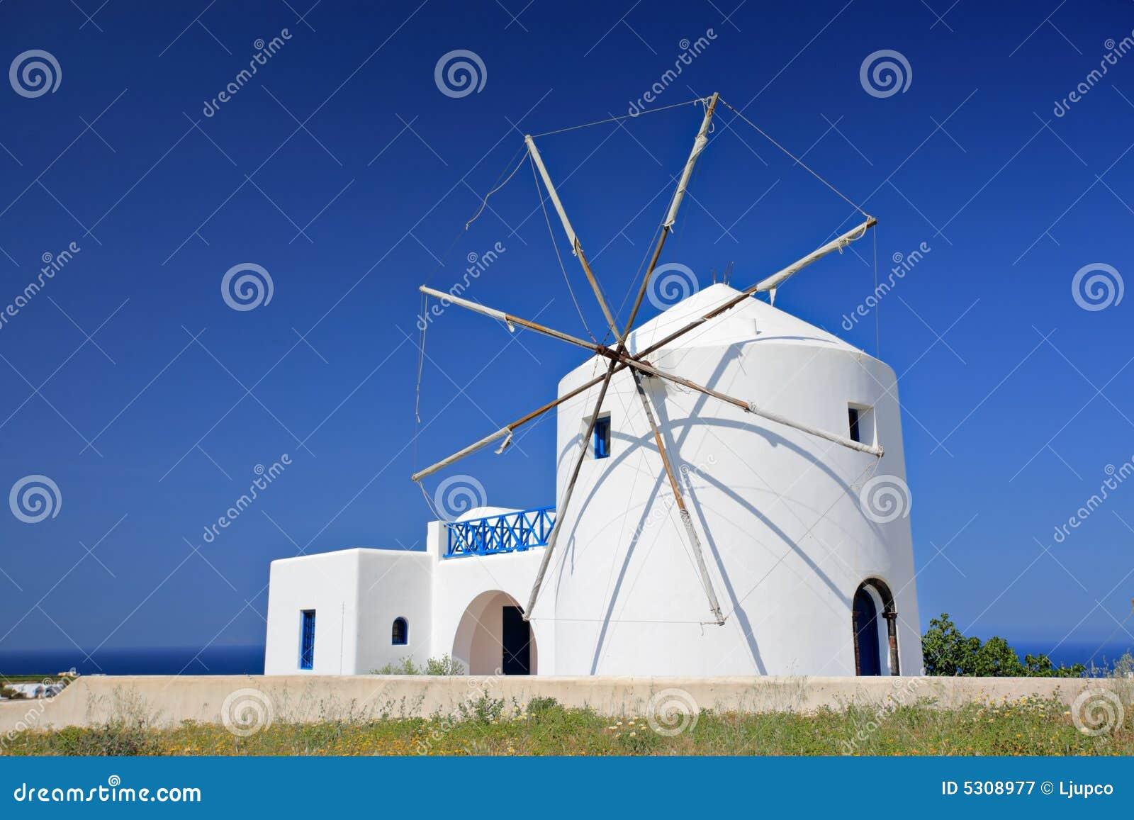 Download Mulino A Vento Sull'isola Di Santorini Immagine Stock - Immagine di aegean, verde: 5308977