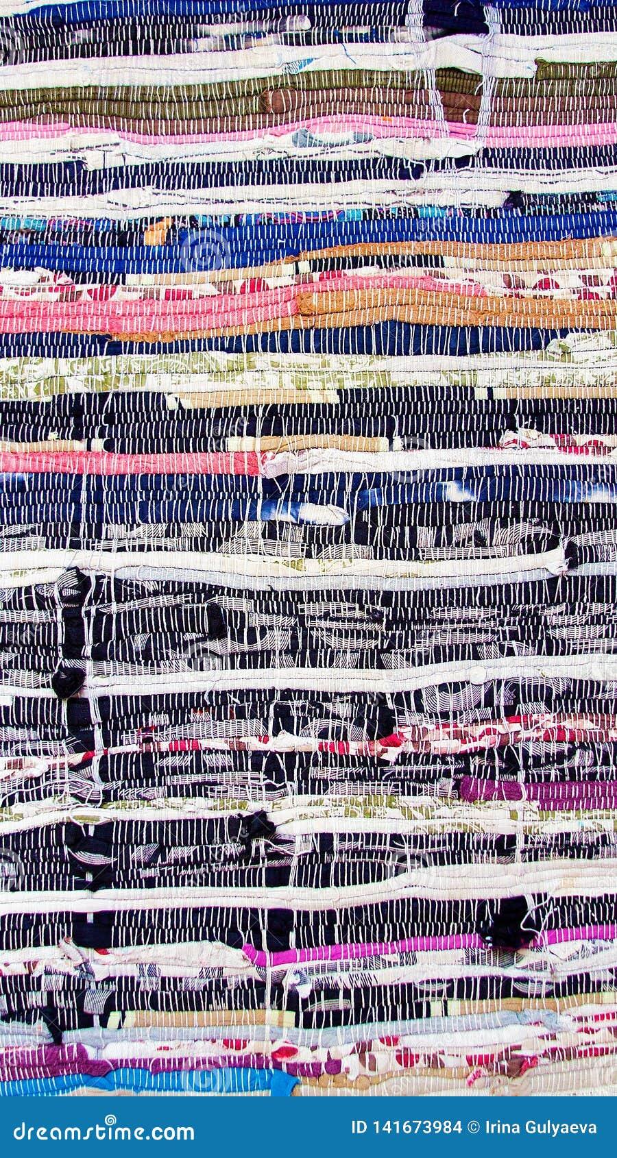 Multi-colored gestreepte die Mat van katoenen stof wordt gemaakt